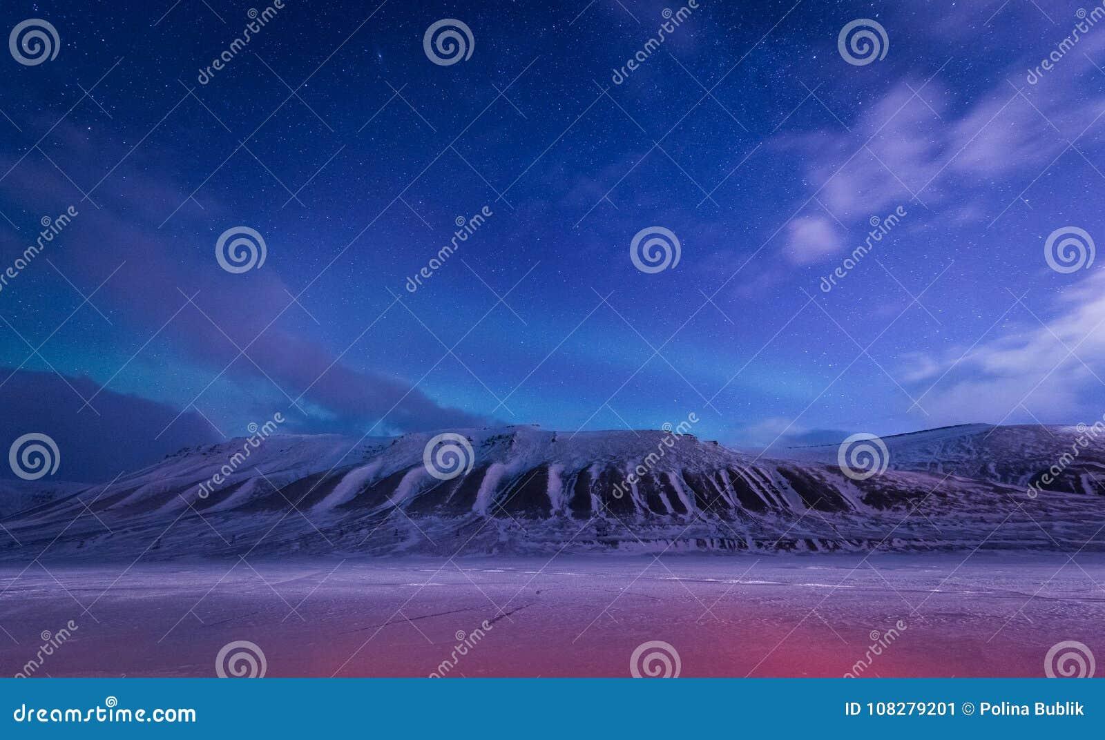 Wallpaper la naturaleza del paisaje de Noruega de las montañas de la ciudad de la nieve del edificio de Spitsbergen Longyearbyen