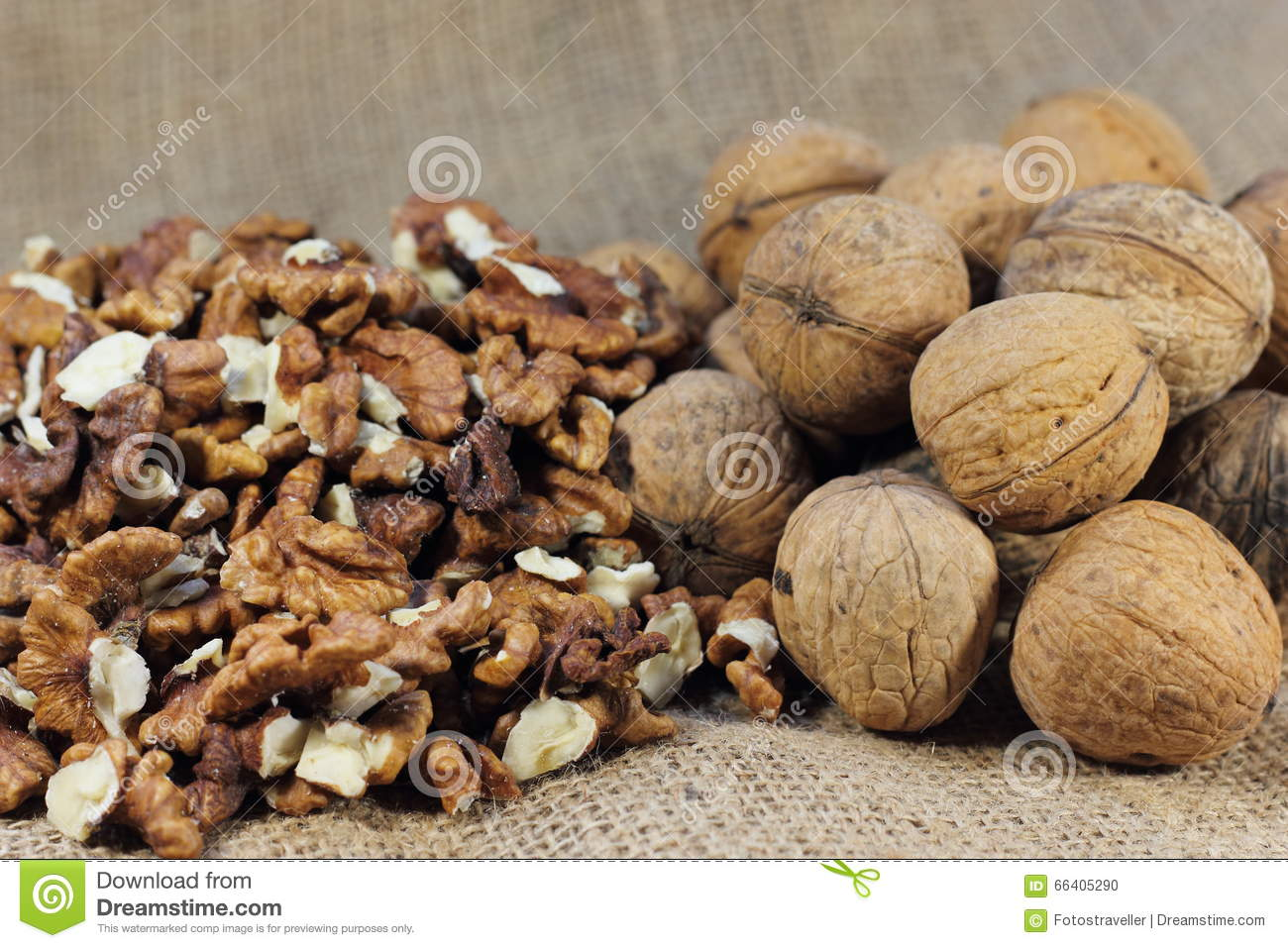 The walnuts nuts vitamins for the brain