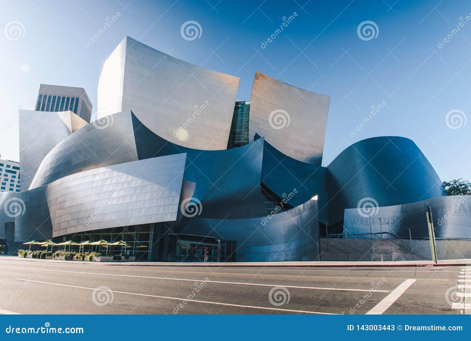 Walt Disney Concert Hall på en solig dag