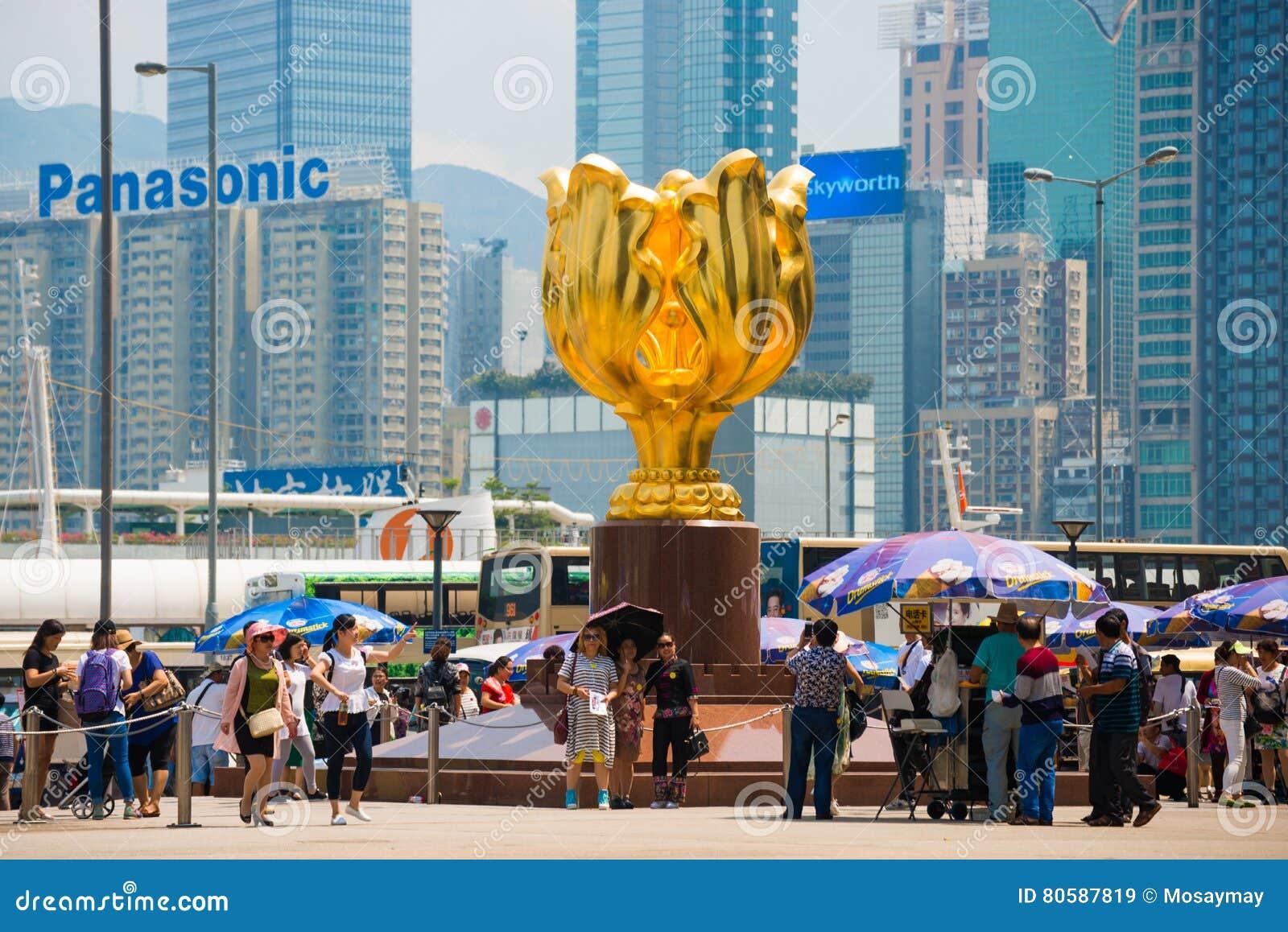 Wan Chai, Hong Kong - 23. September 2016: Der goldene Bauhinia herein