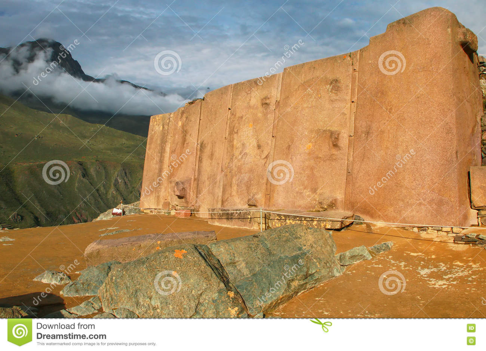 Wand der sechs Monolithe bei Inca Fortress in Ollantaytambo, pro