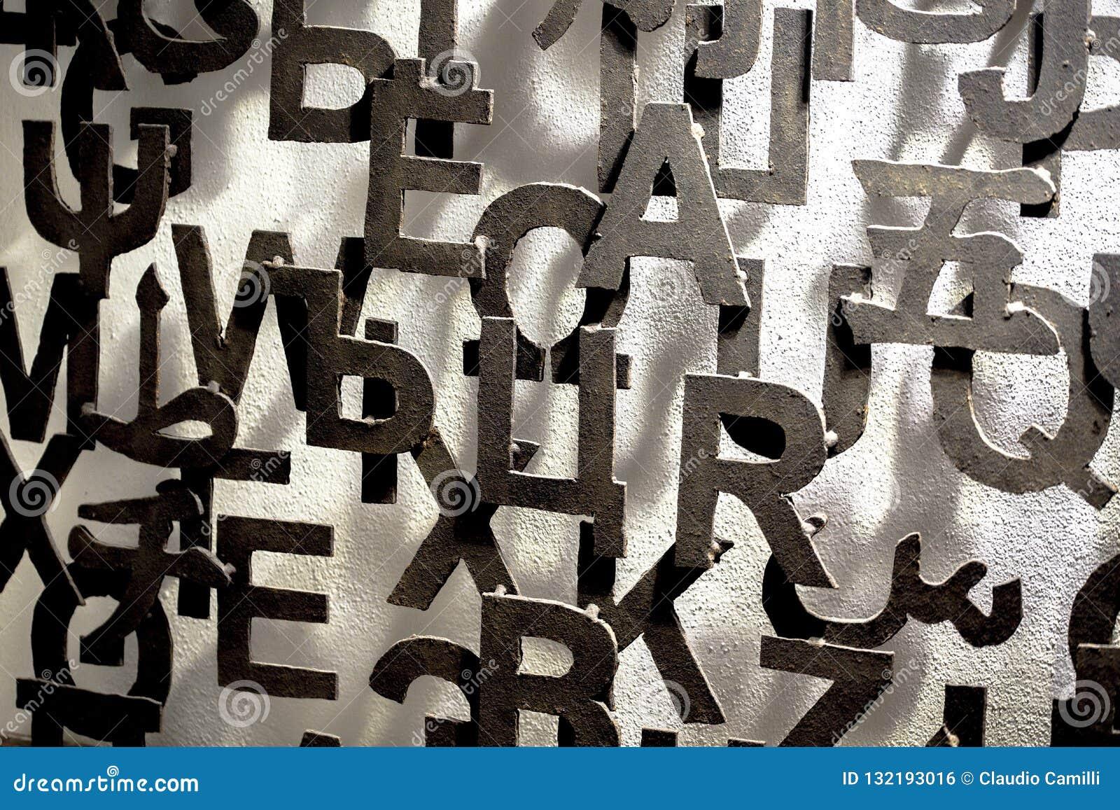 Wand mit Muster der Metallbeschriftung 3D