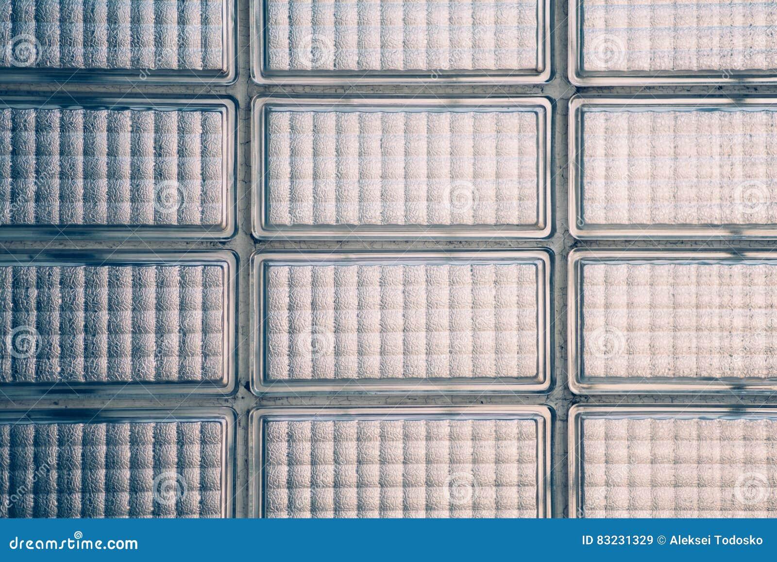 Wand von Glasbausteinen stockbild. Bild von clear, unschärfe - 83231329