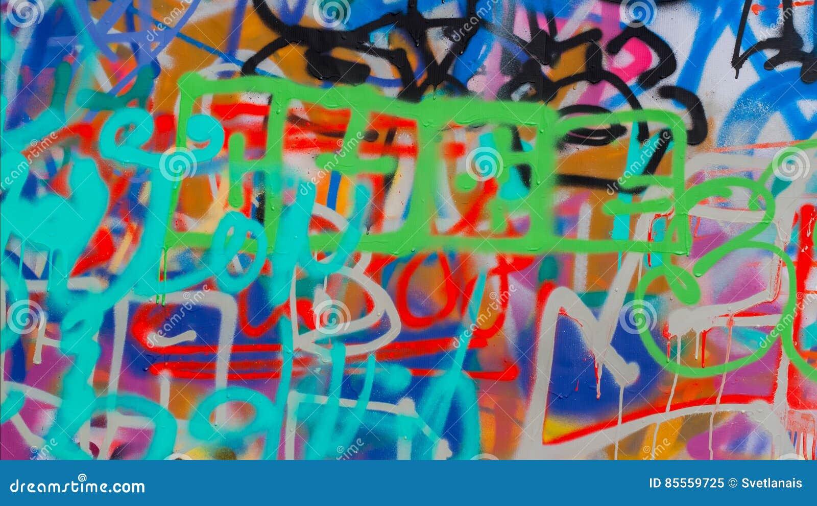 Wand wird mit abstrakter ZeichnungsBautenanstrichfarbenahaufnahme verziert Moderne ikonenhafte städtische Kultur von Straßenjugen