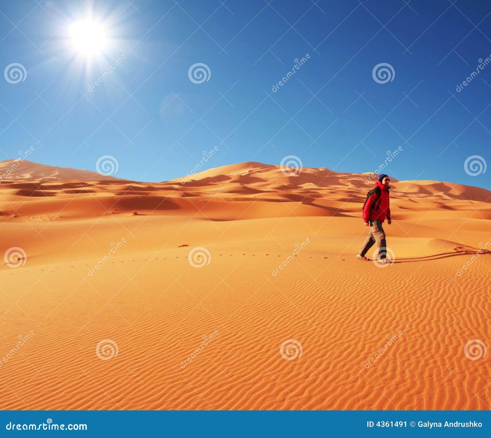 Wandeling in woestijn