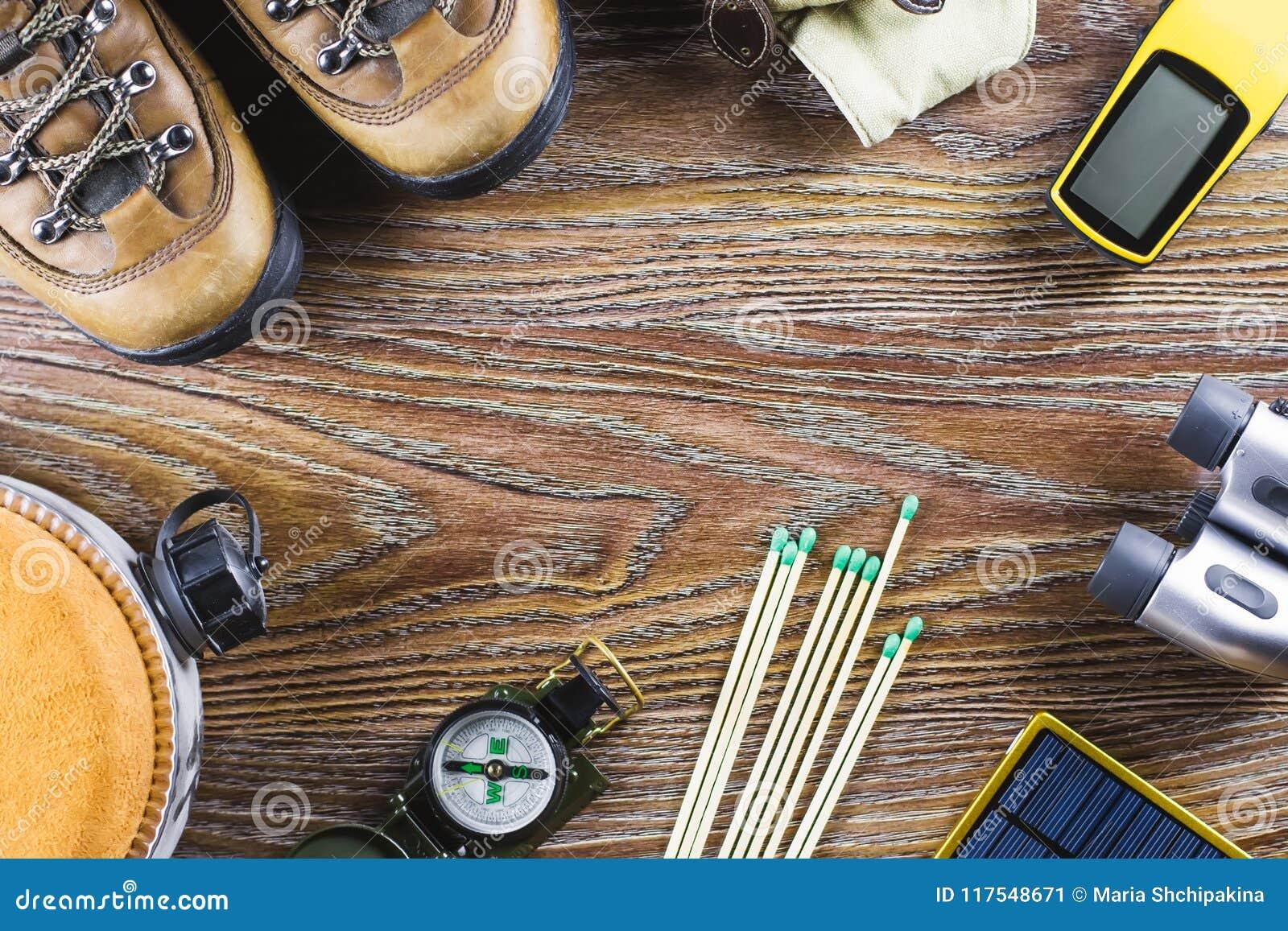 Wandern oder reisezubehör mit stiefeln kompass ferngläser match