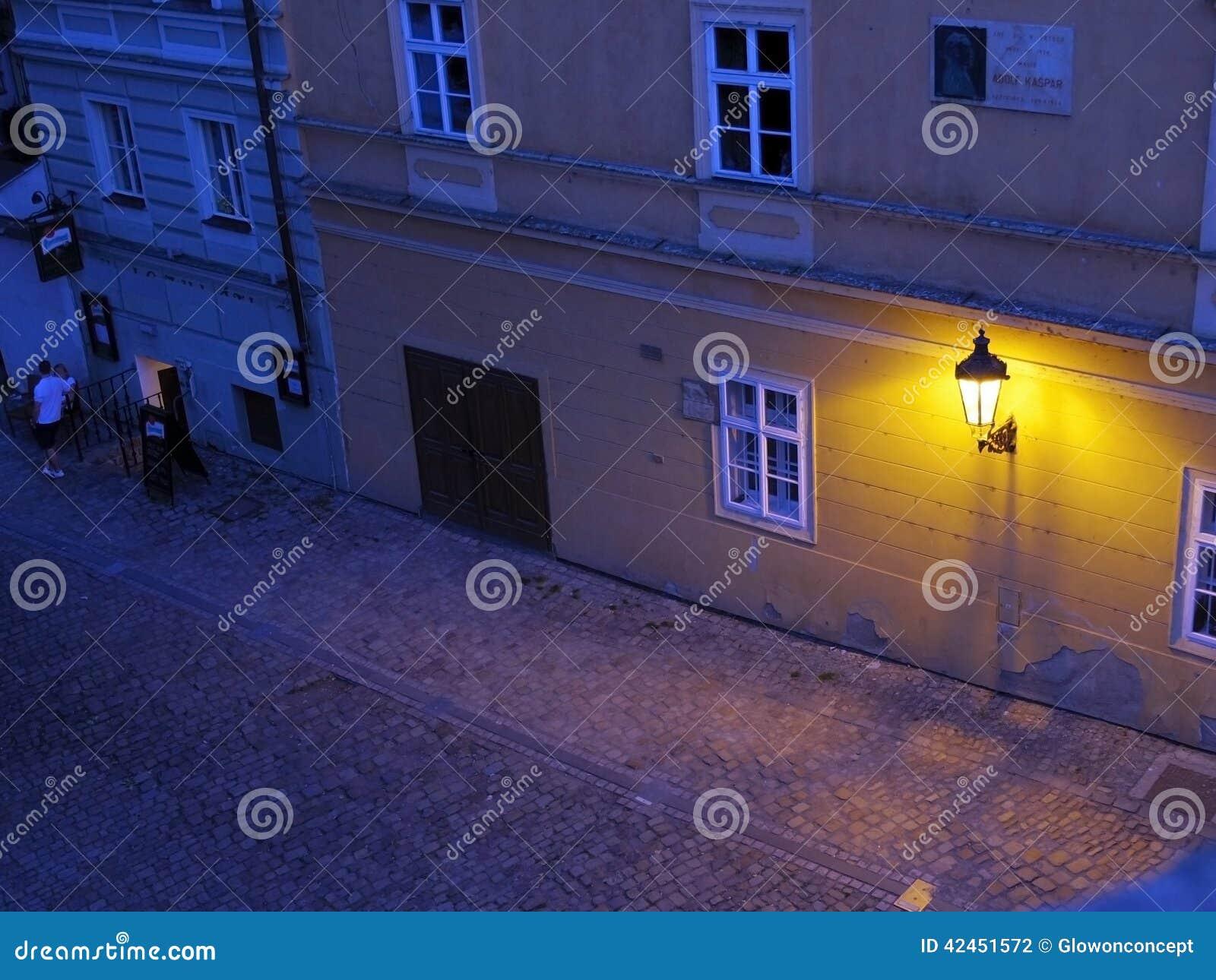 Wandlampe in der Straße