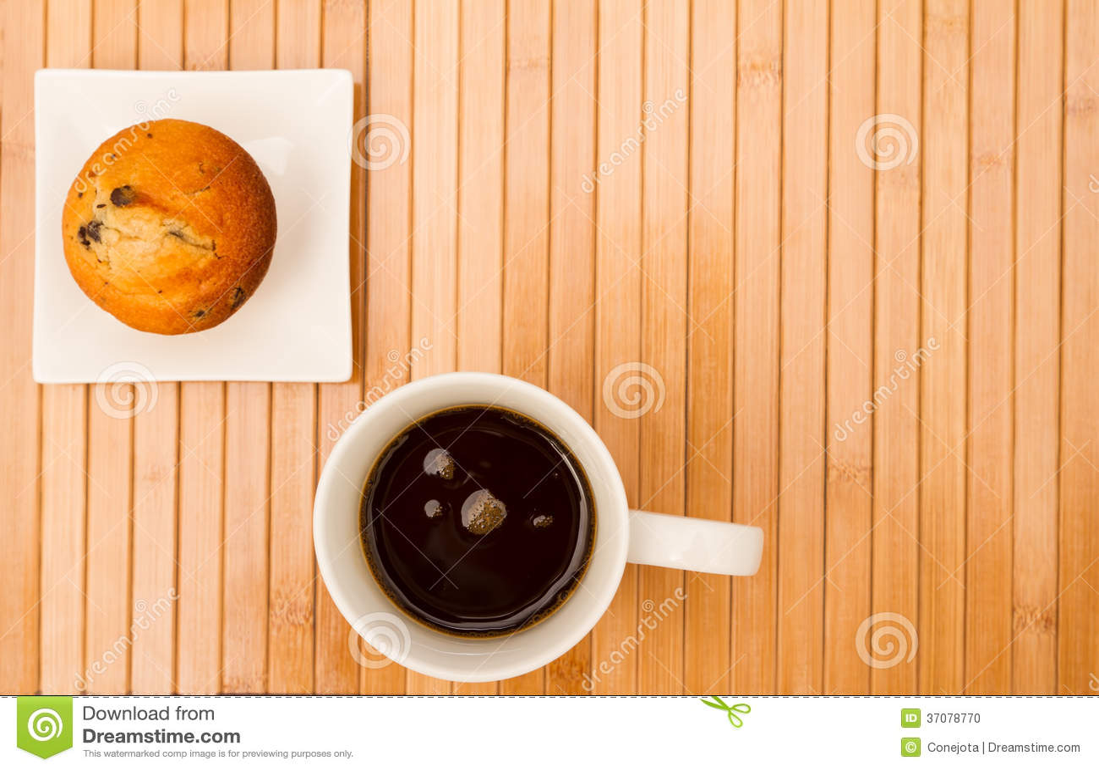 Download Wanilia Z Czekoladowych Układów Scalonych Muffins Z Filiżanką Kawy Zdjęcie Stock - Obraz złożonej z amerykanin, jedzenie: 37078770