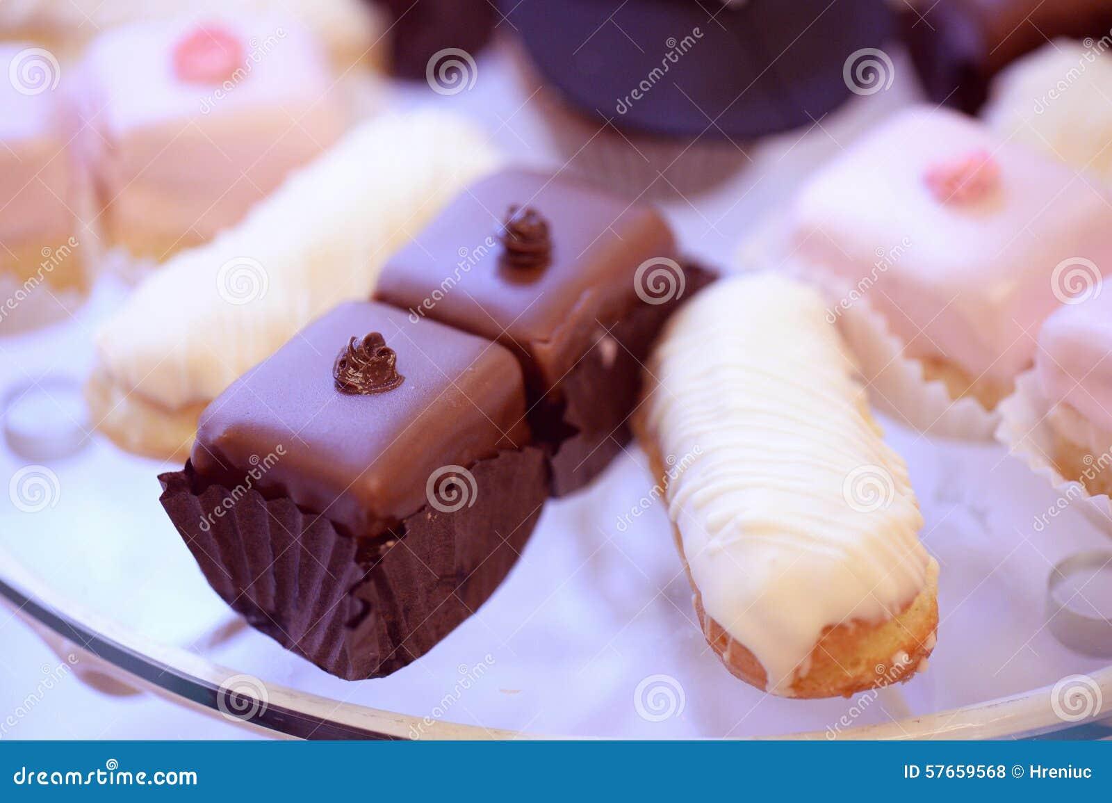 Waniliowi i czekoladowi torty