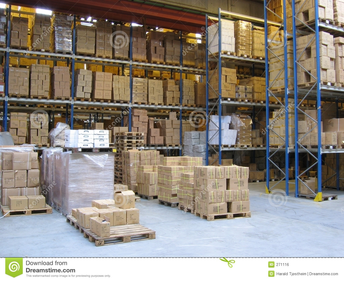 Stock Fotos E Imágenes: At A Warehouse Royalty Free Stock Image