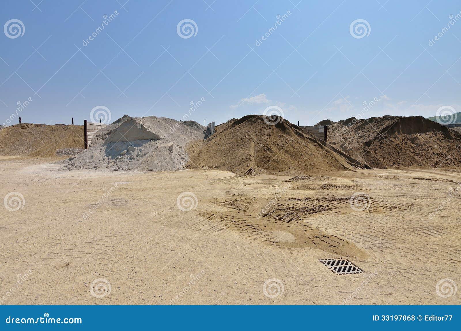 http://thumbs.dreamstime.com/z/warehouse-gravel-sand-materials-manufacturing-cement-asphalt-inside-courtyard-mix-plant-cement-asphalt-33197068.jpg