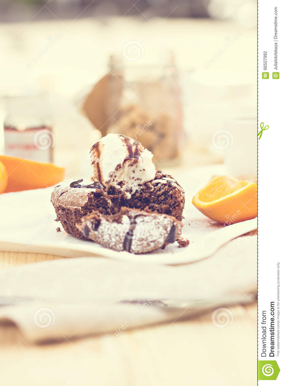 Warm Chocolate Melting Cake In French