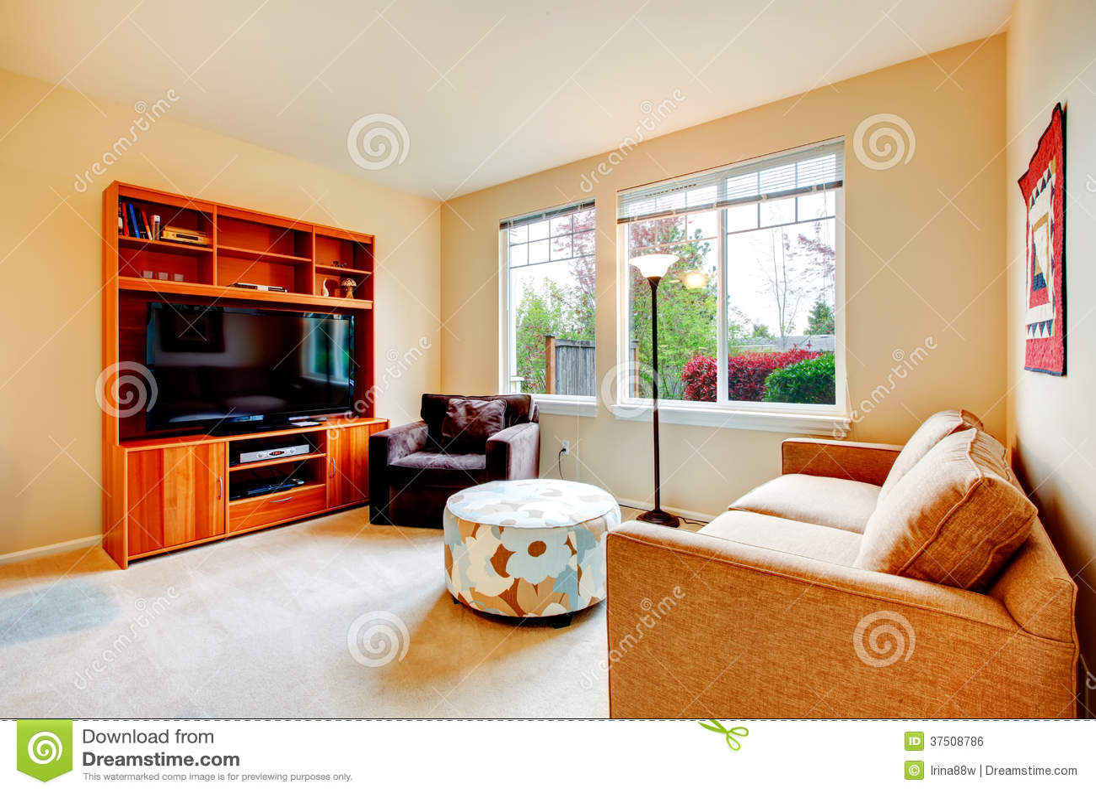Warme woonkamer met tv royalty vrije stock afbeelding   afbeelding ...