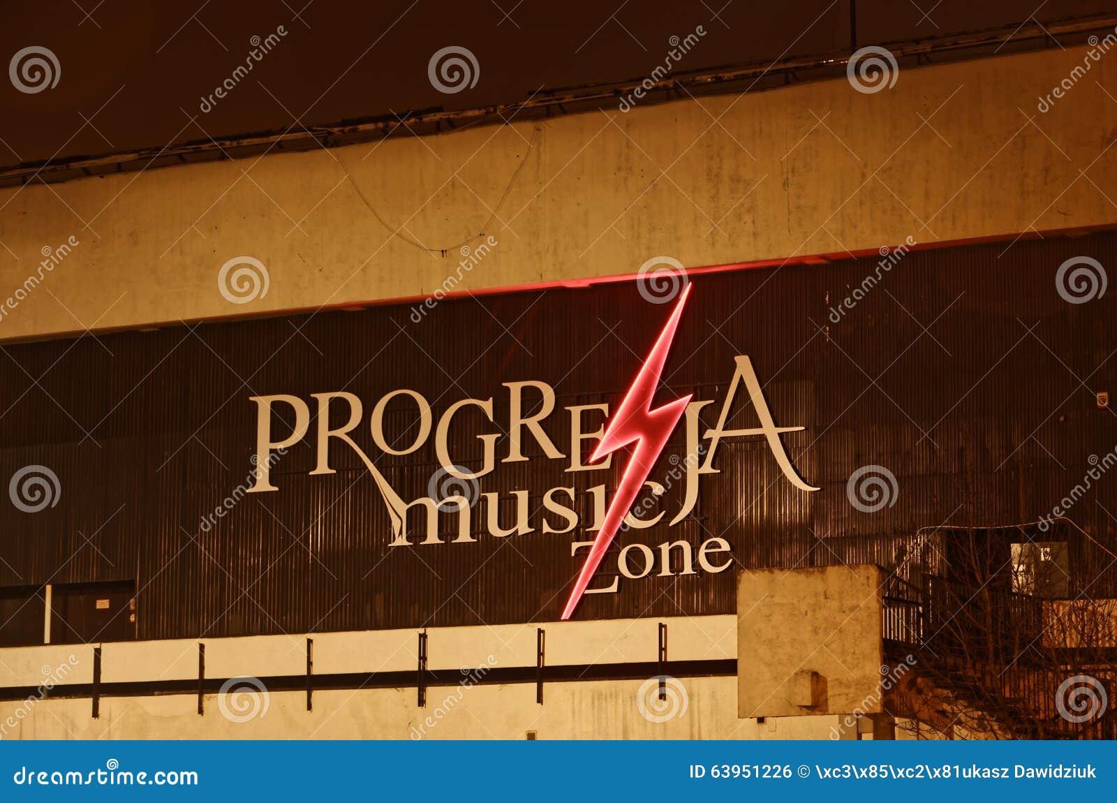 WARSHAU, PL - 03 DECEMBER, 2015: Het teken voor de Progresja-Streek Warshau van de Muziekclub, op 03 December, 2015