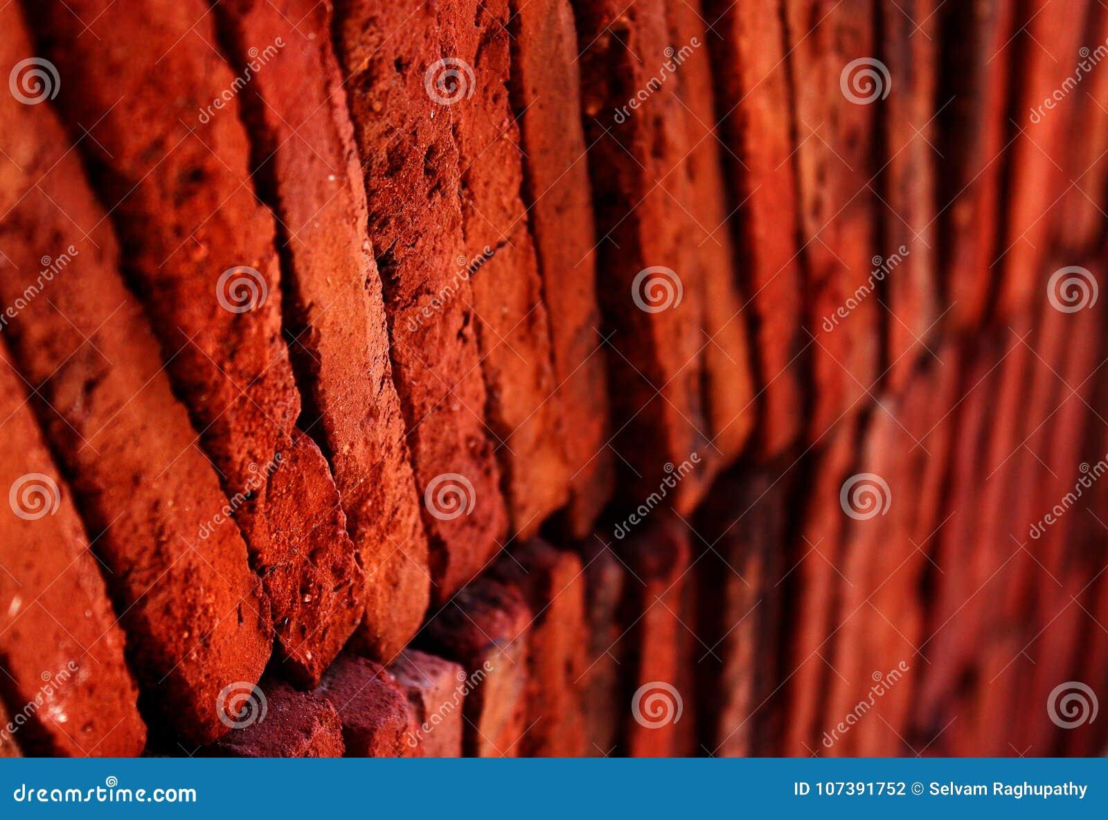 Warstwy czerwona terakotowa płytki zbliżenia fotografia
