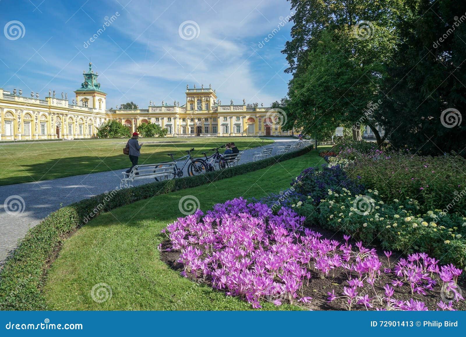 WARSZAWA, POLAND/EUROPE - WRZESIEŃ 17: Podejście Wilanow Palac