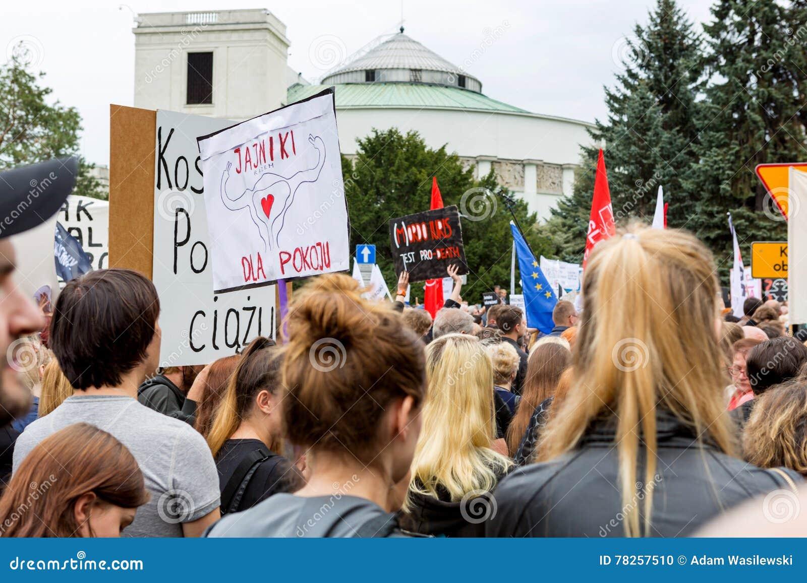 Warszawa Polen, 2016 10 01 - protestera mot anti--abort lag f