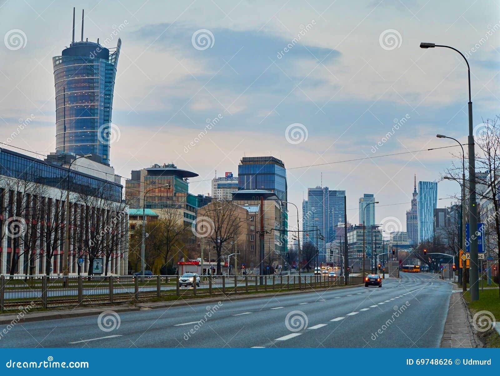 Warszawa Polska, Marzec, - 28, 2016: Kasprzaka ulica, budynek biurowy Warszawska iglica w budowie