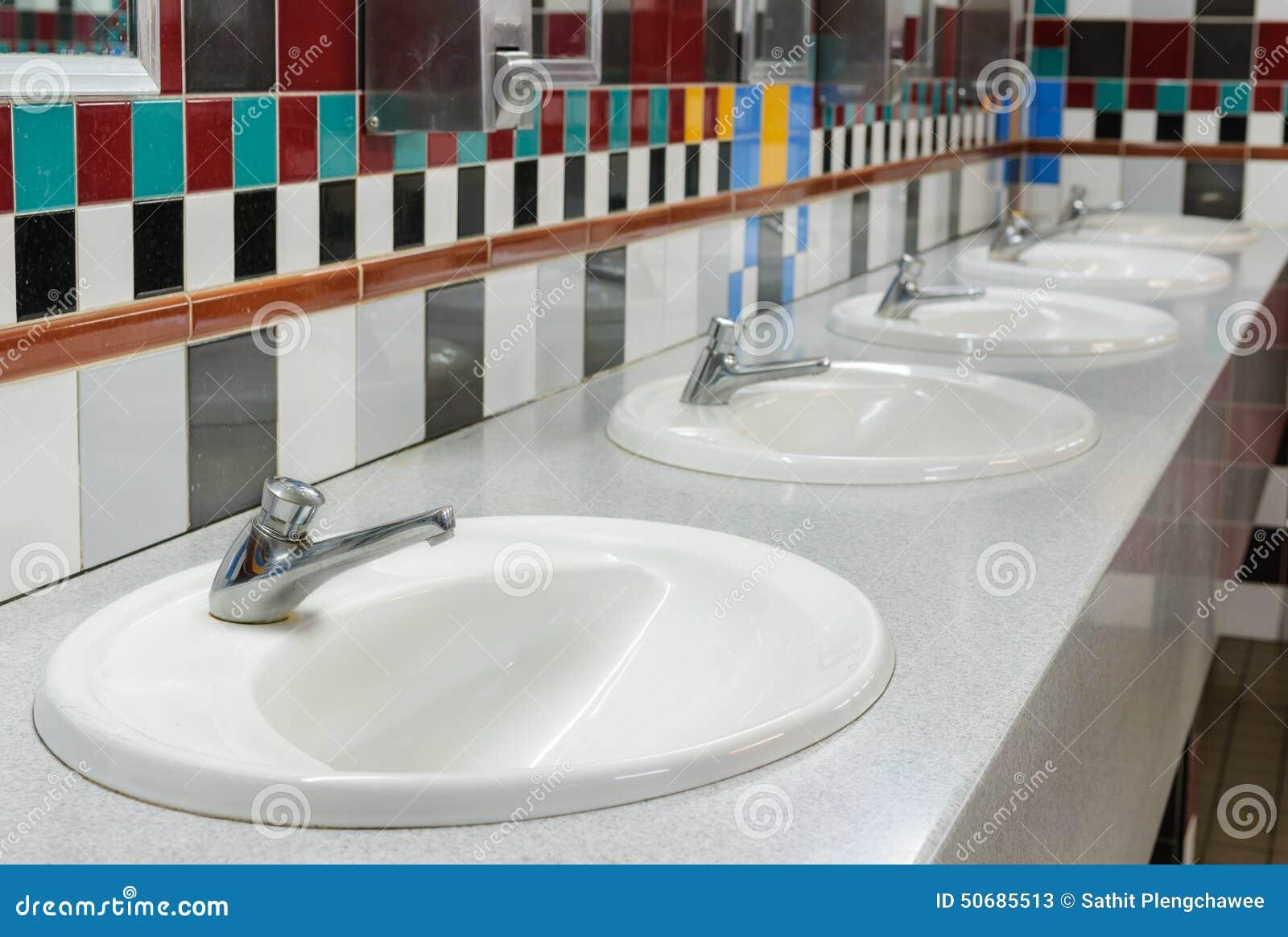 Wasbak In Openbaar Toilet Stock Foto  Afbeelding 50685513 # Ruimte Wasbak_151632