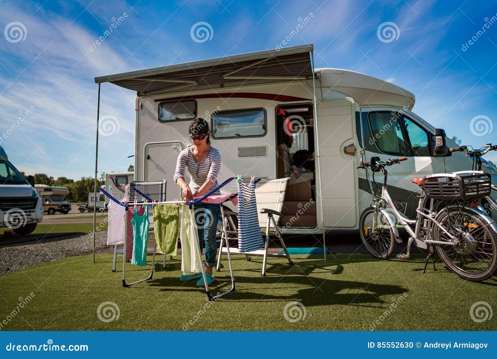 Waschen auf einem Trockner an einem Campingplatz