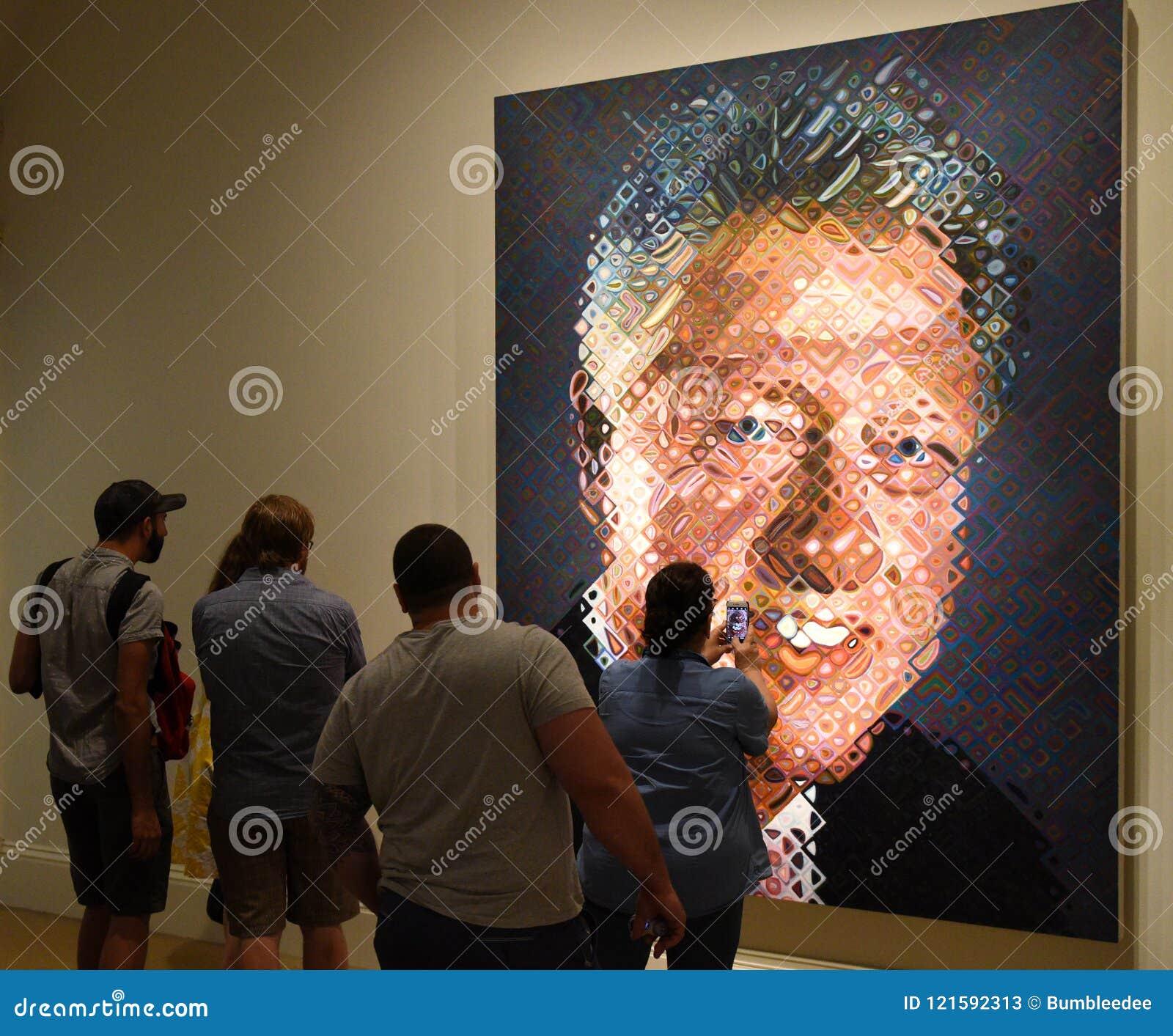 Washington, C.C - 2 juin 2018 : Les gens près du portrait du
