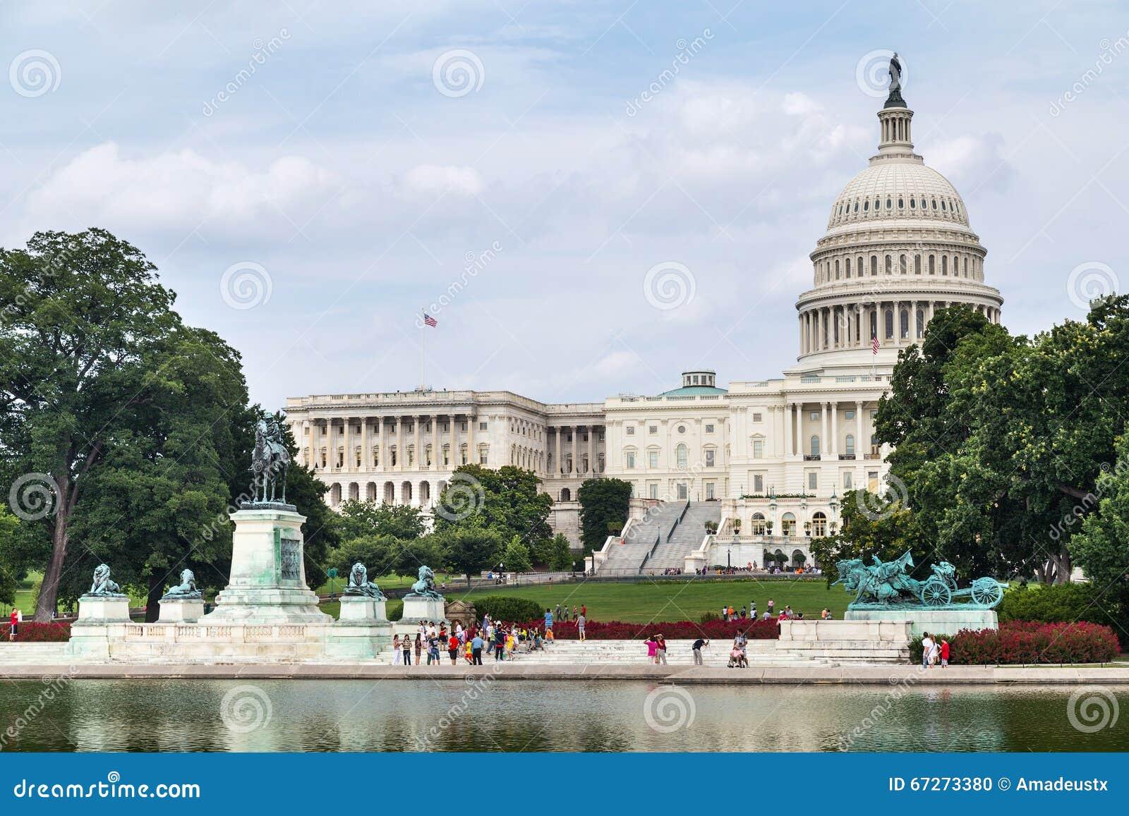Washington dc usa circa july 2015 capitol reflecting for Pool design washington dc