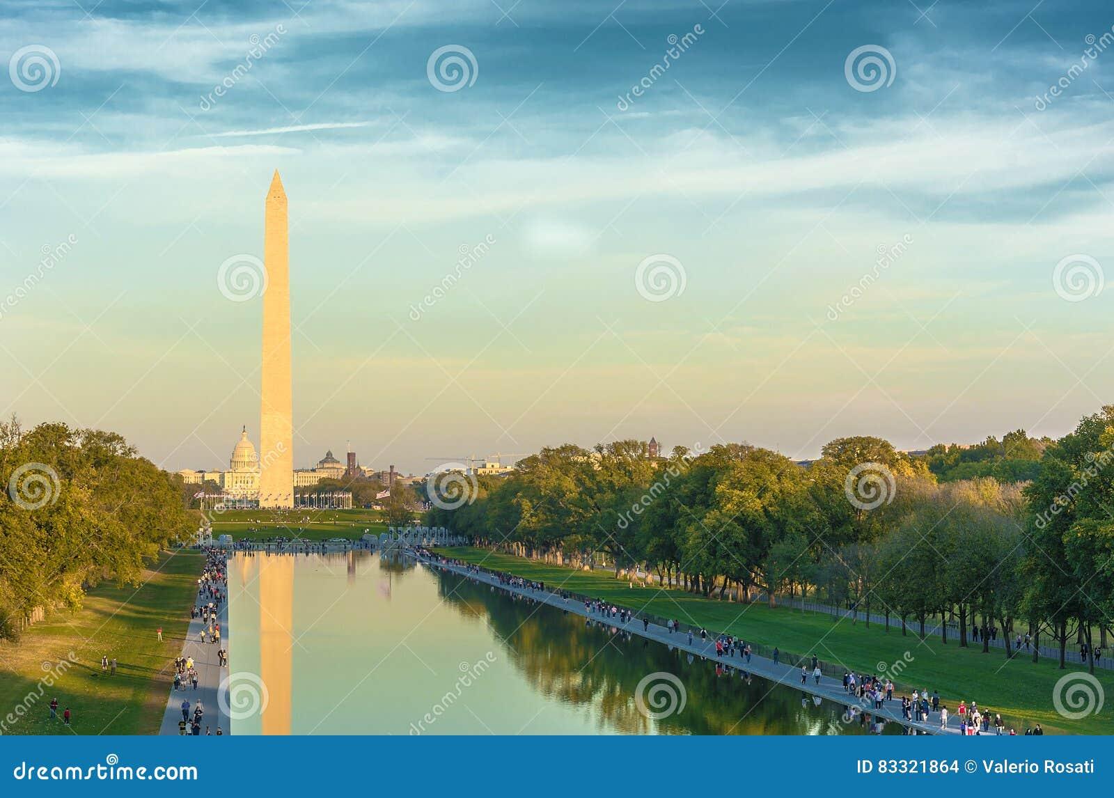 Washington Monument e stagno di riflessione,