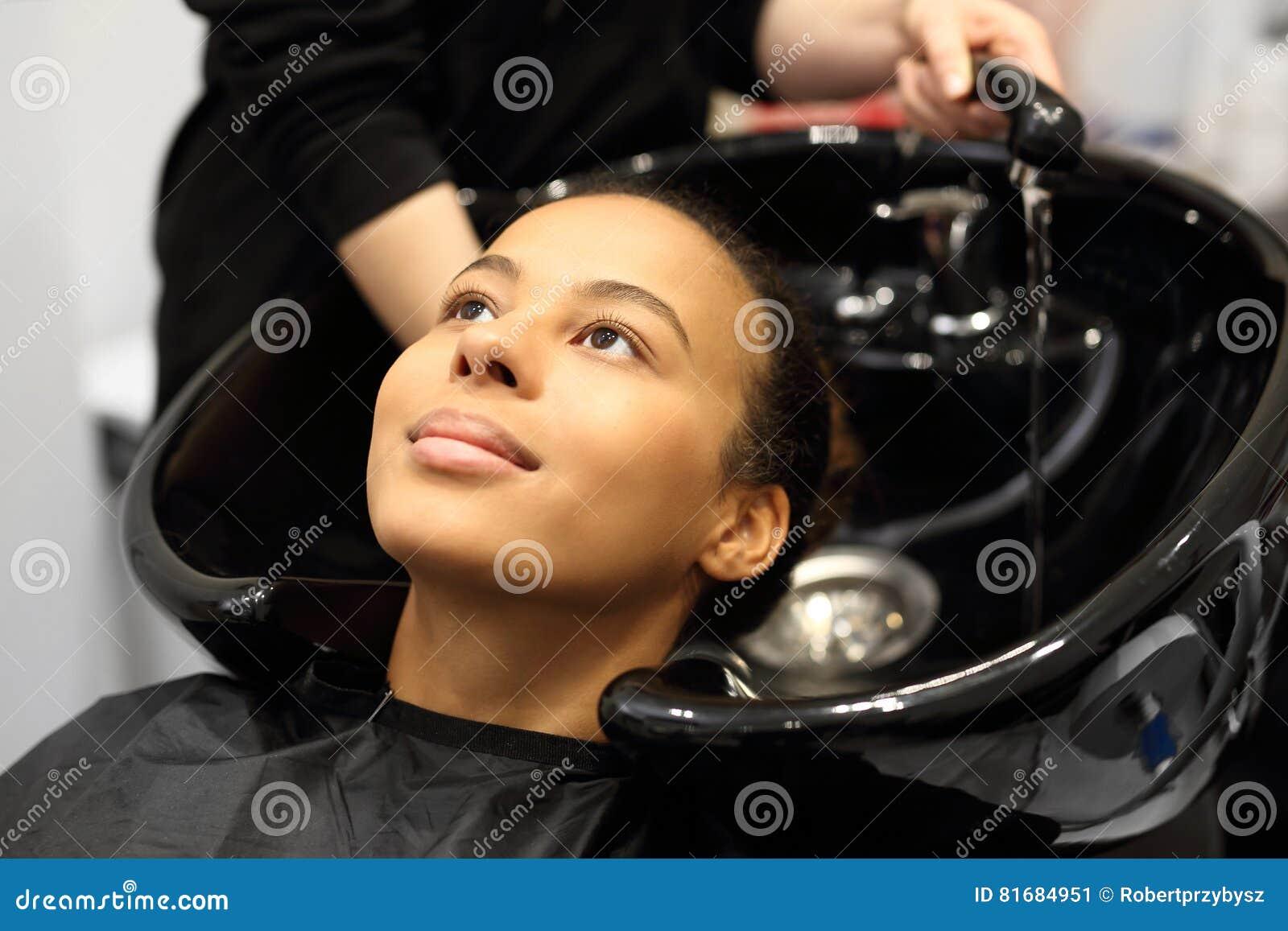 Washoofd in een haarsalon