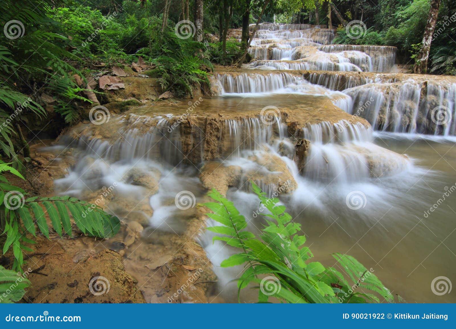 Wasser ist gefahren von der Natur