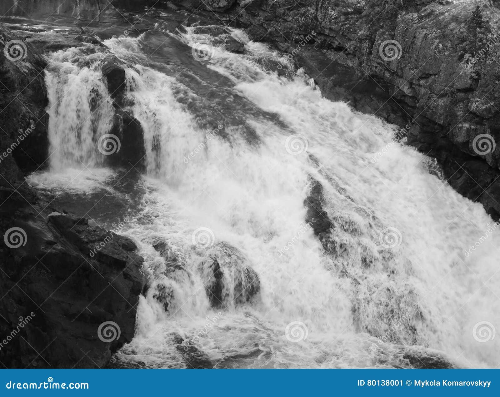 Wasserfall auf Fluss