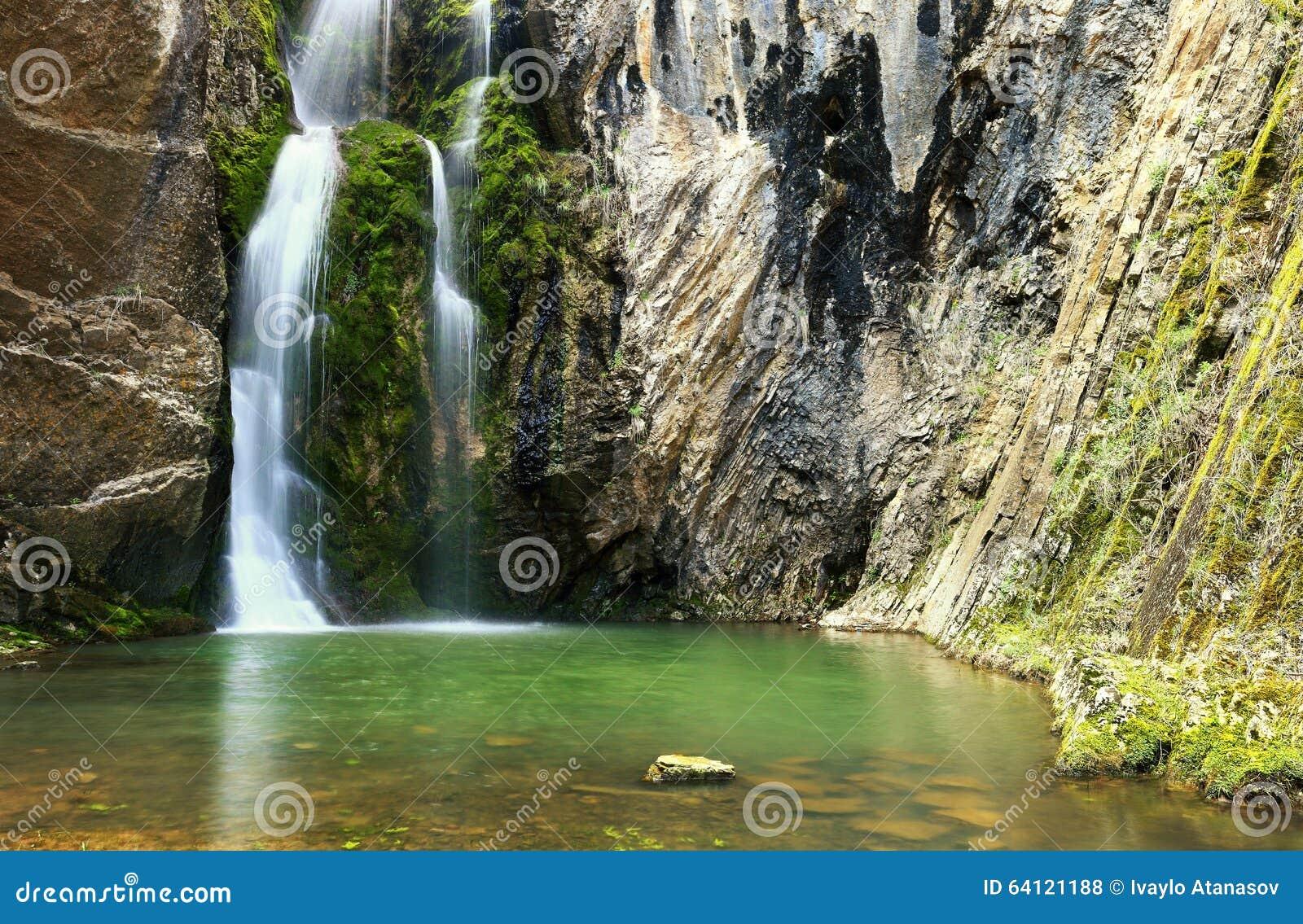 Wasserfall Die Kessel, Bulgarien Stockfoto - Bild von strom, tapete ...