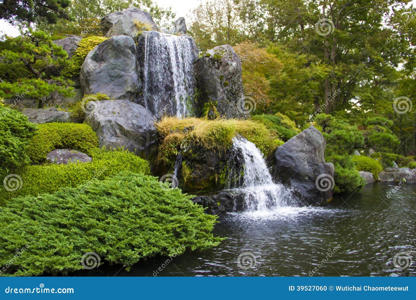 Wasserfall Im Garten wasserfall in garten stockfoto. bild von reinheit, ahornholz - 39527060