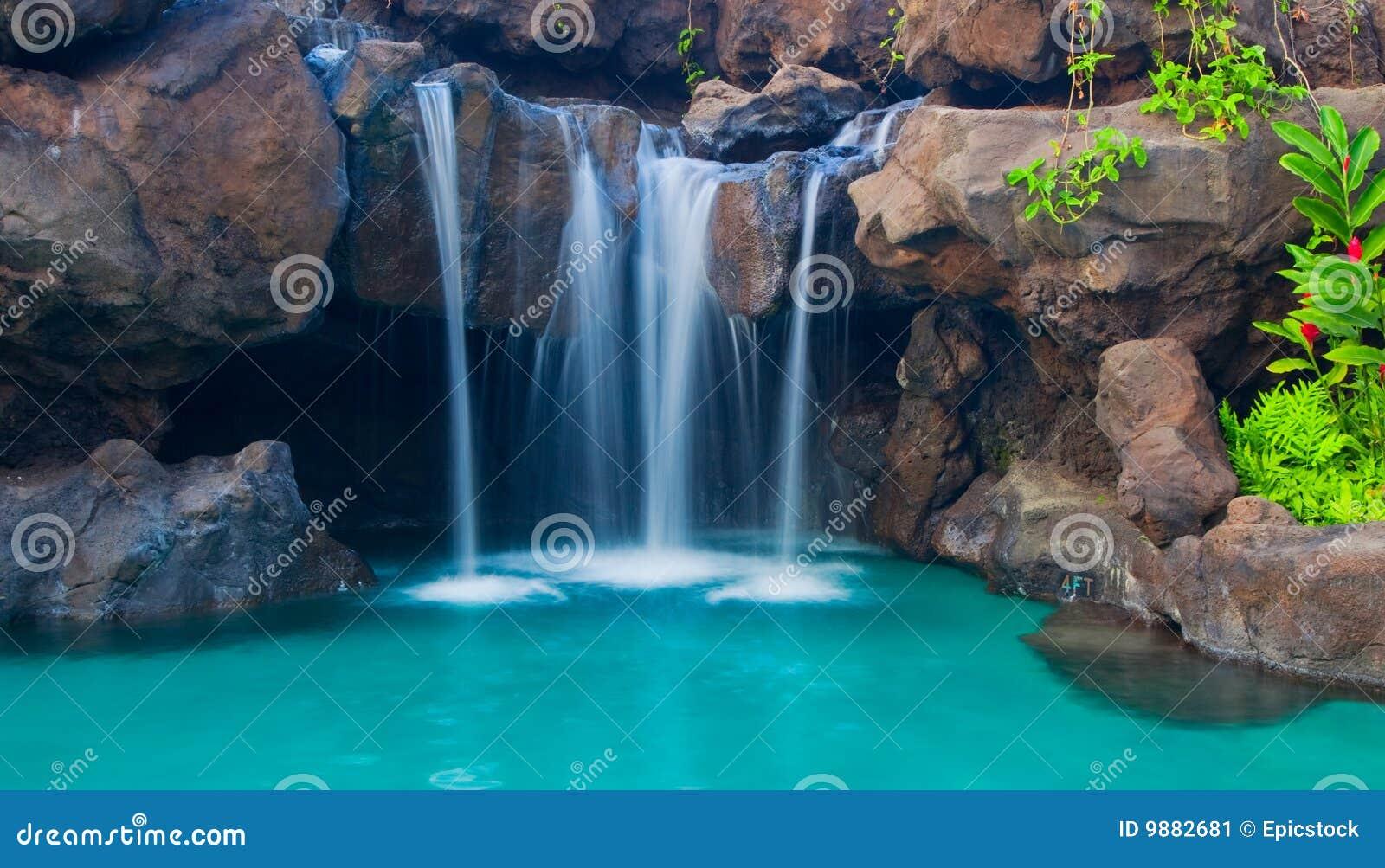 Perfect Wasserfall In Pool