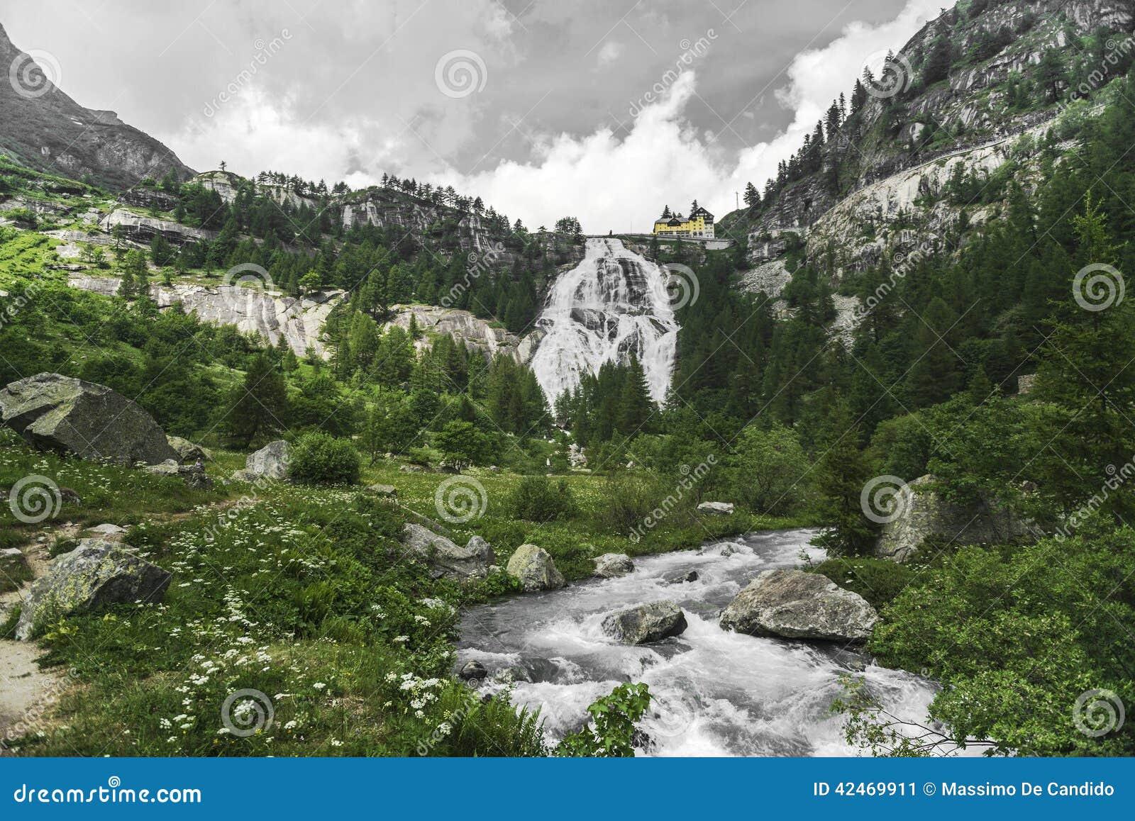 Wasserfall von Fluss Toce, Formazza-Tal