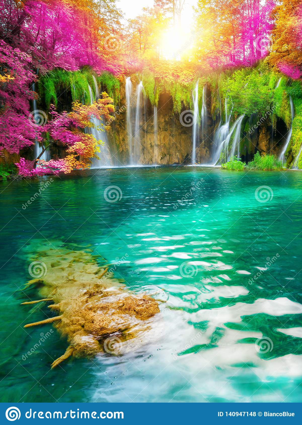 Wasserfalllandschaft von Plitvice Seen Kroatien