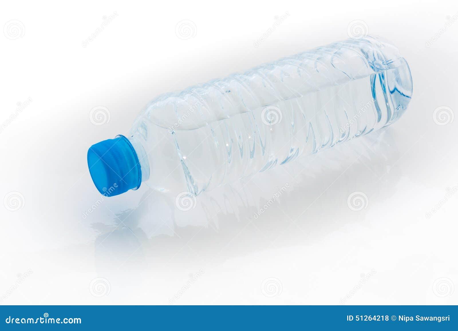 Wasserflasche auf weißem Hintergrund