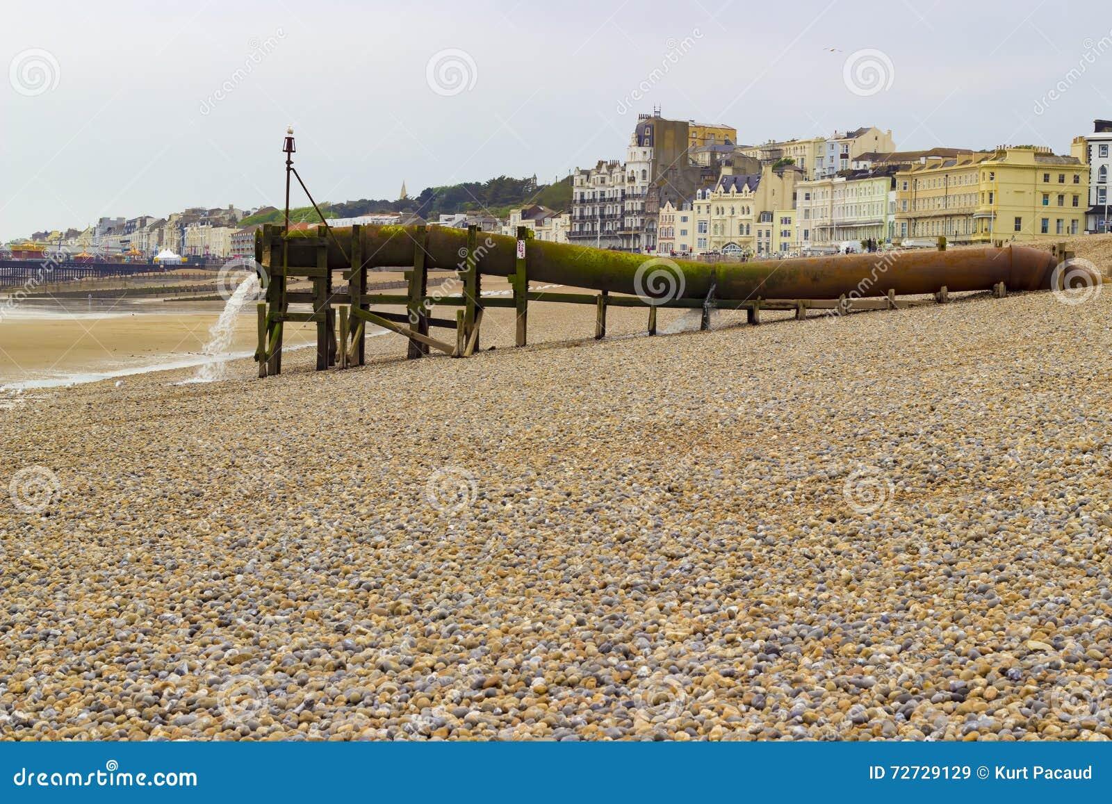Wasserleitung auf dem Strand