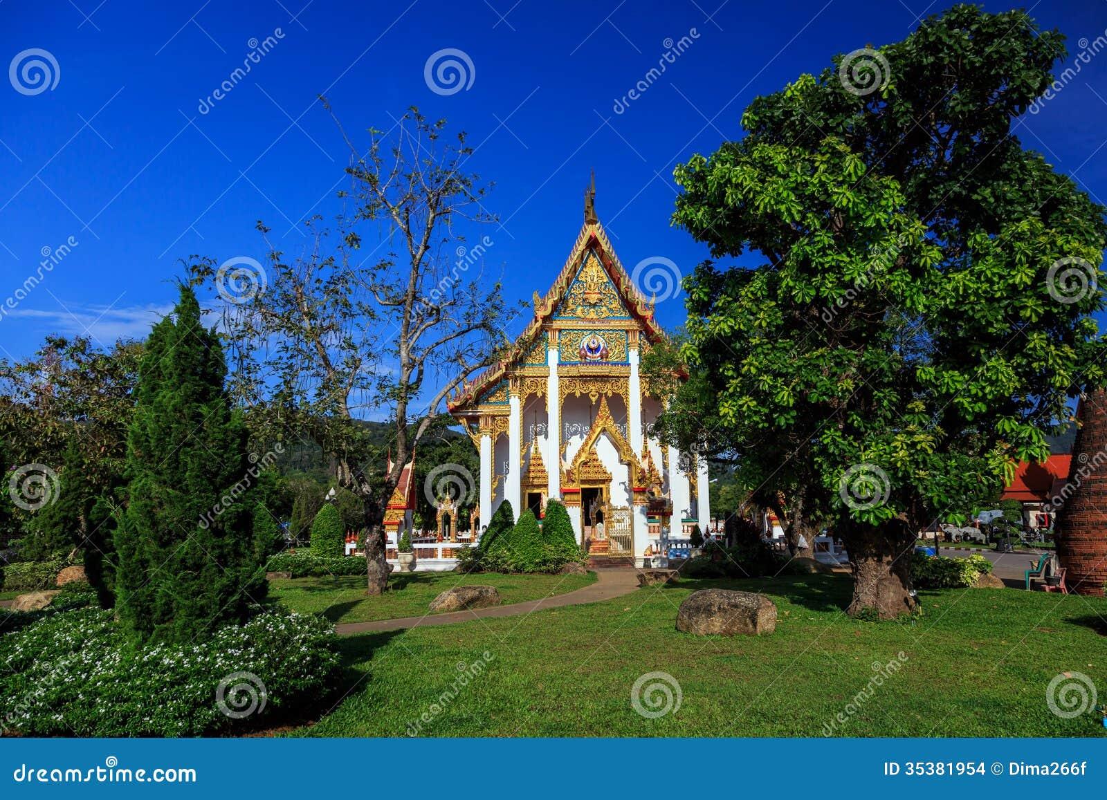 Wat查龙寺庙晴天普吉岛泰国