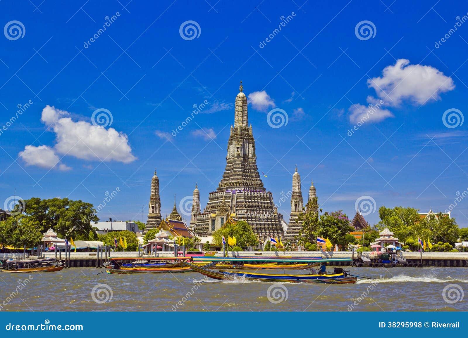 Wat Arun and cloudscape