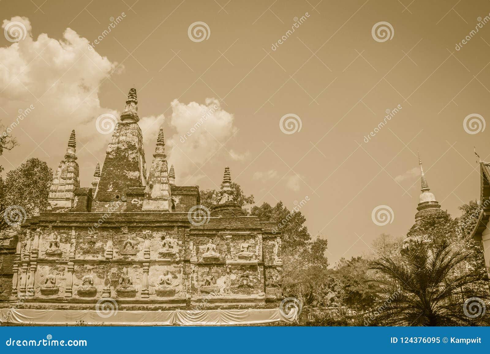 Wat Chet Yot (Wat Jed Yod) eller Wat Photharam Maha Vihara, den offentliga buddistiska templet med att kröna det plana taket av d