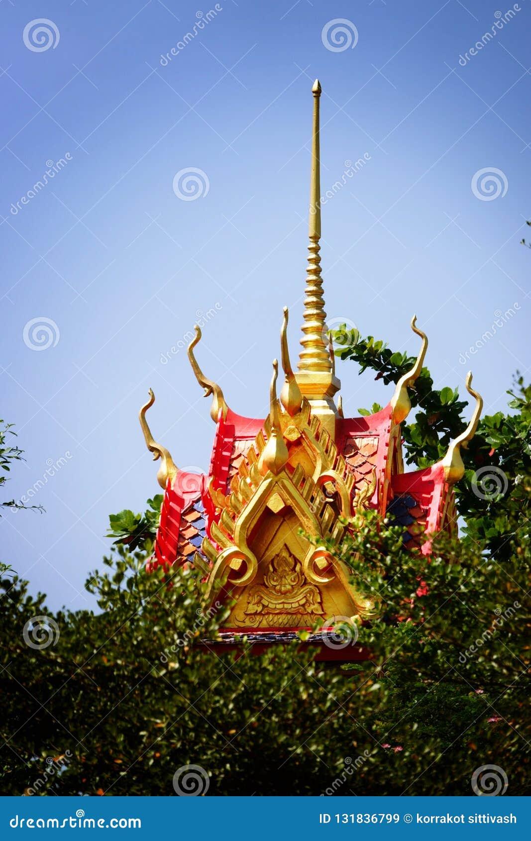 Wat Chom Phothayaram Sothon, Mueang Chachoengsao område, Thailand 4 november 2018 Thot Kathin i Thailand cheditempel