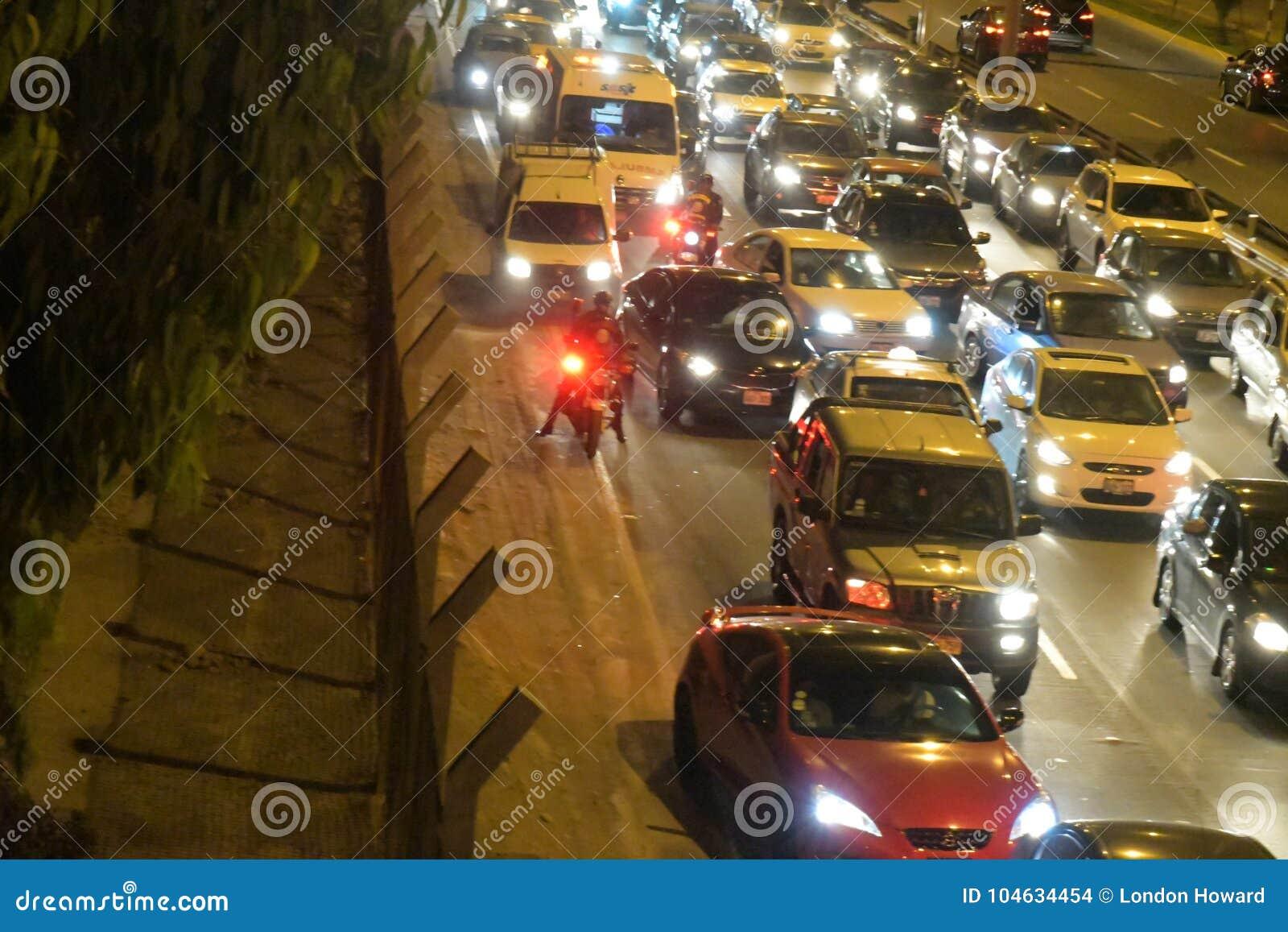Download Wat Enkel Opstopping In San Miguel, Peru Redactionele Stock Afbeelding - Afbeelding bestaande uit koplampen, roadside: 104634454