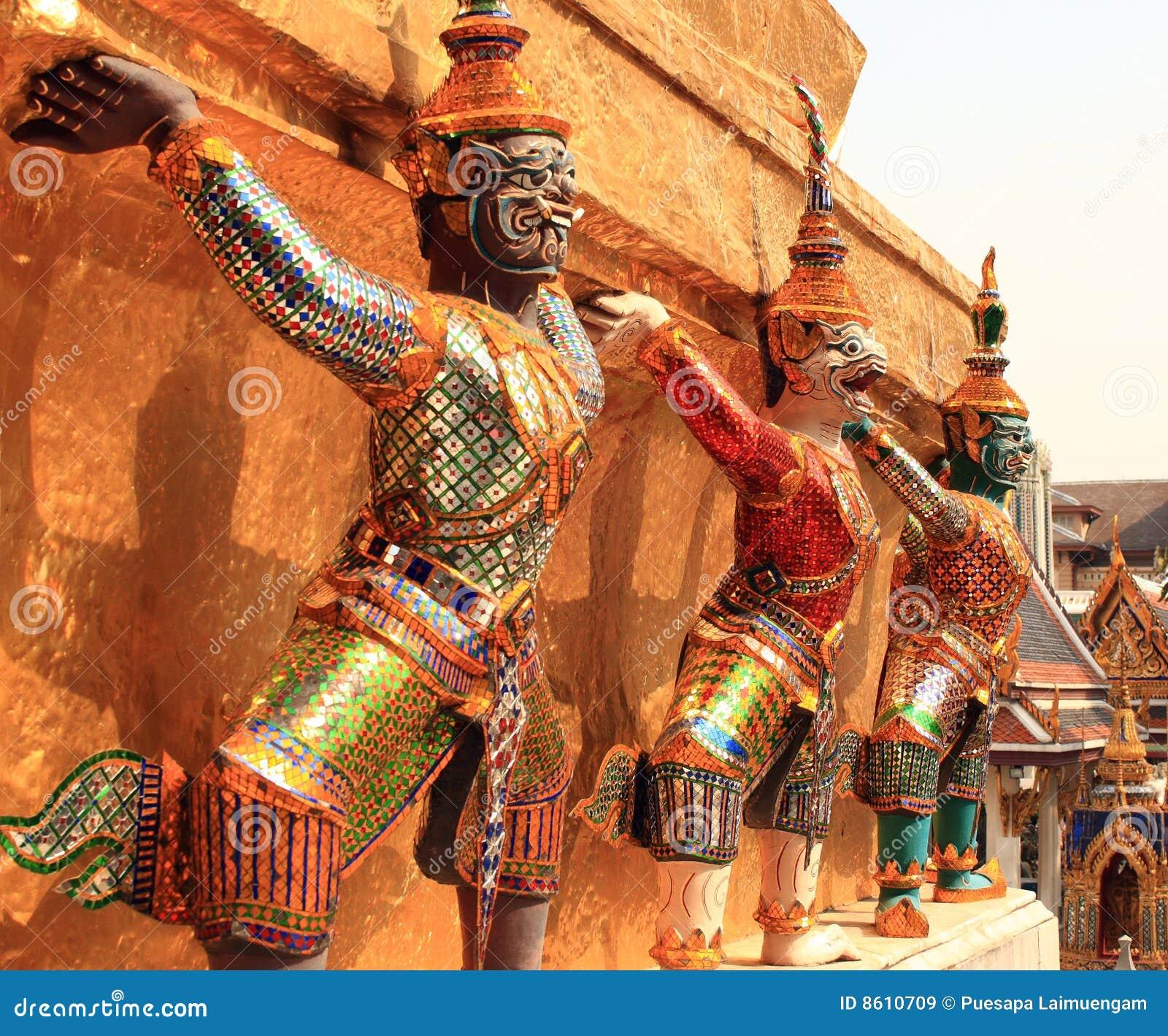 Wat géant de statues de phra de kaew
