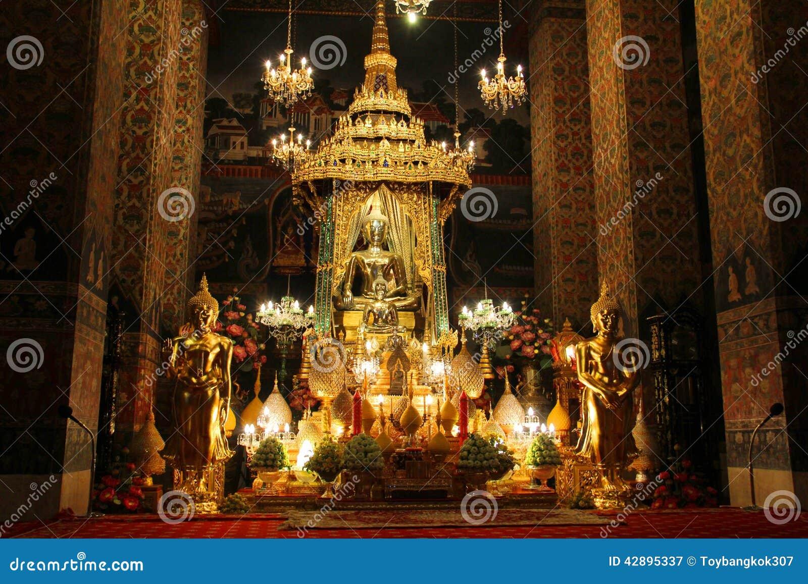 Wat Pathum Wanaram Stock Photo - Image: 42895337