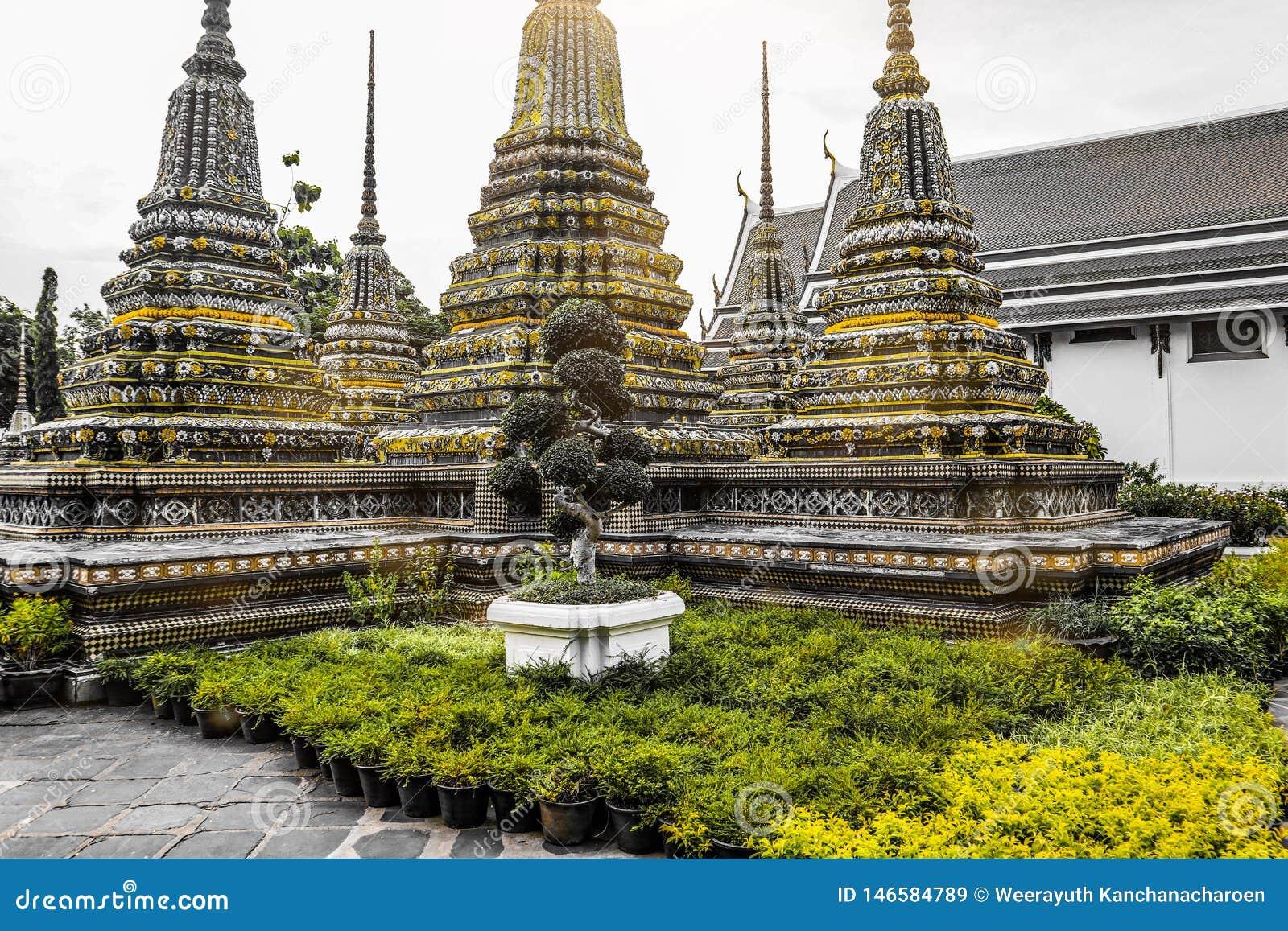 Wat Pho Temple da Buda de reclina??o, ou Wat Phra Chetuphon, s?o ficados situado atr?s do templo de Emerald Buddha e a dever-faz