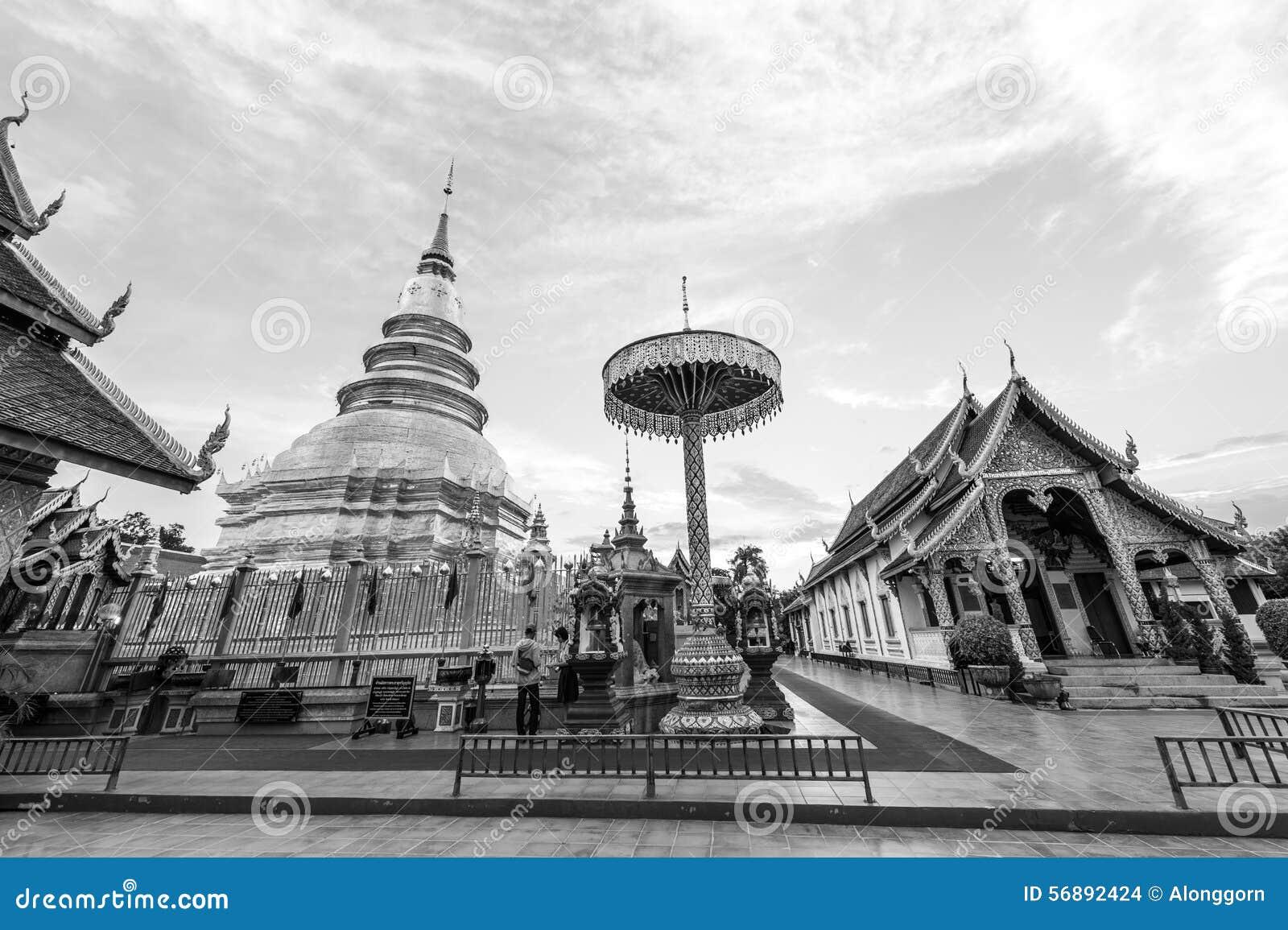 Wat Phra That Hariphunchai in bianco e nero