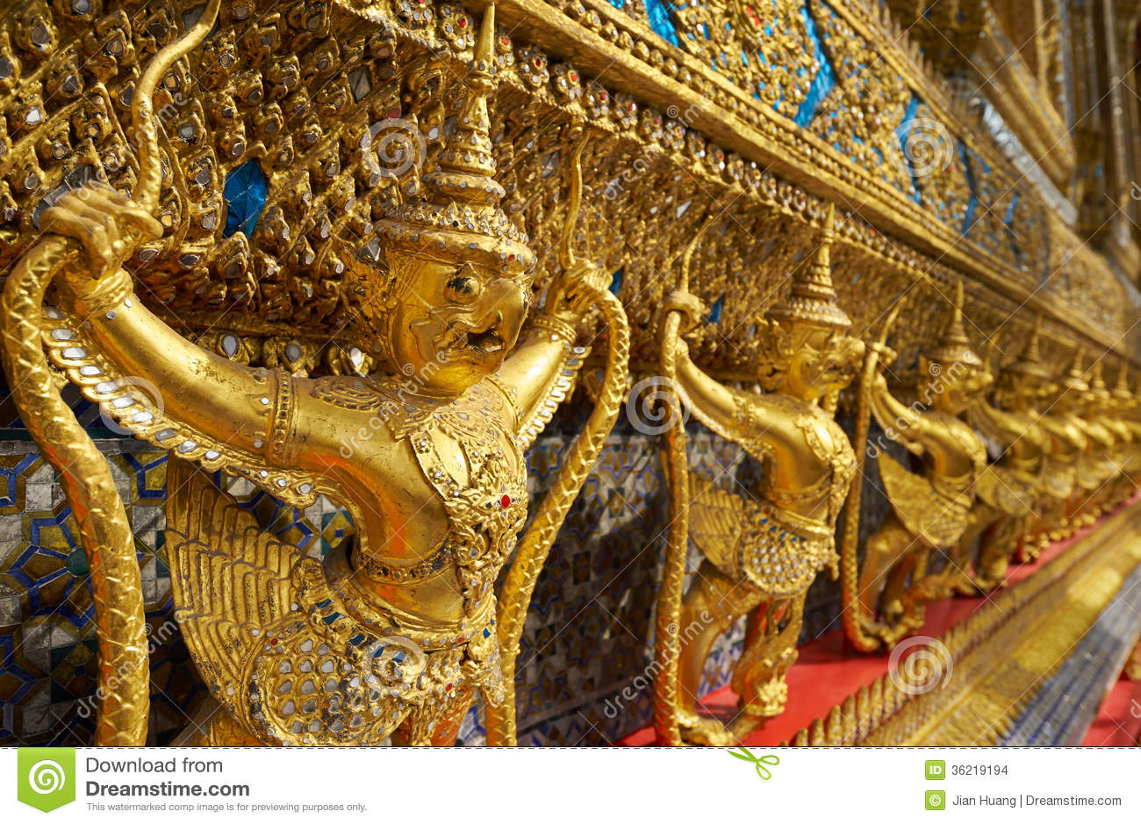Wat Phra Kaeo en el palacio magnífico en Bangkok