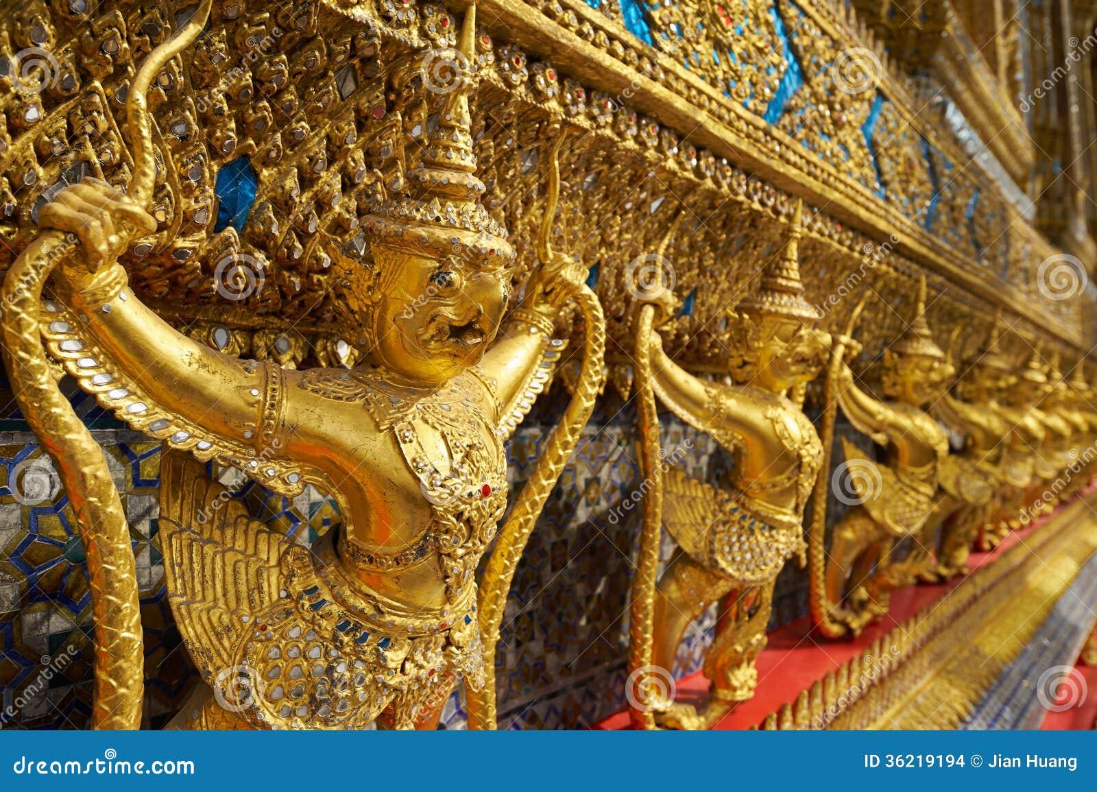 Wat Phra Kaeo nel grande palazzo a Bangkok