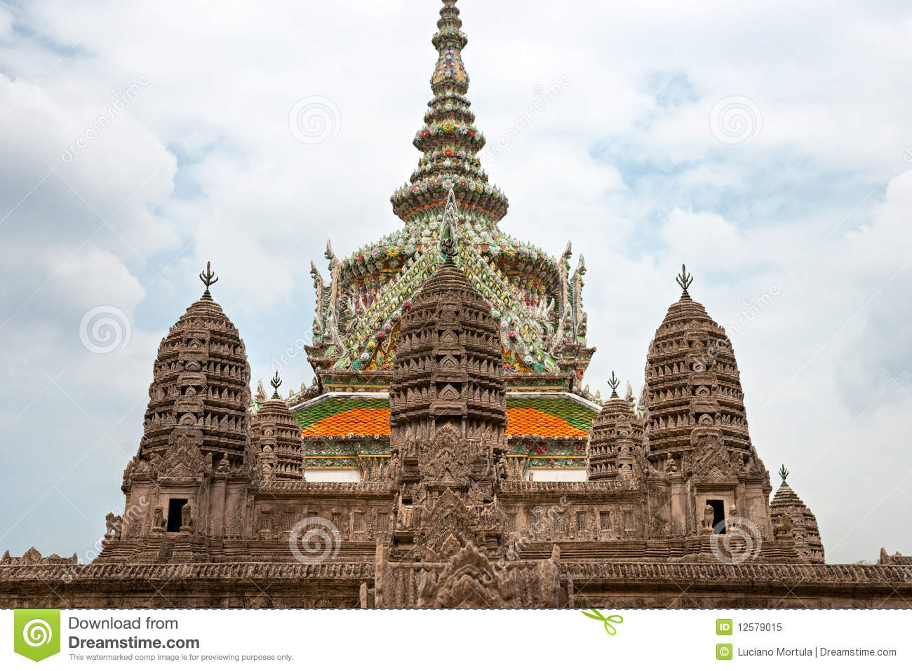 Wat phra kaeo temple bangkok thailand royalty free for Wat architecture