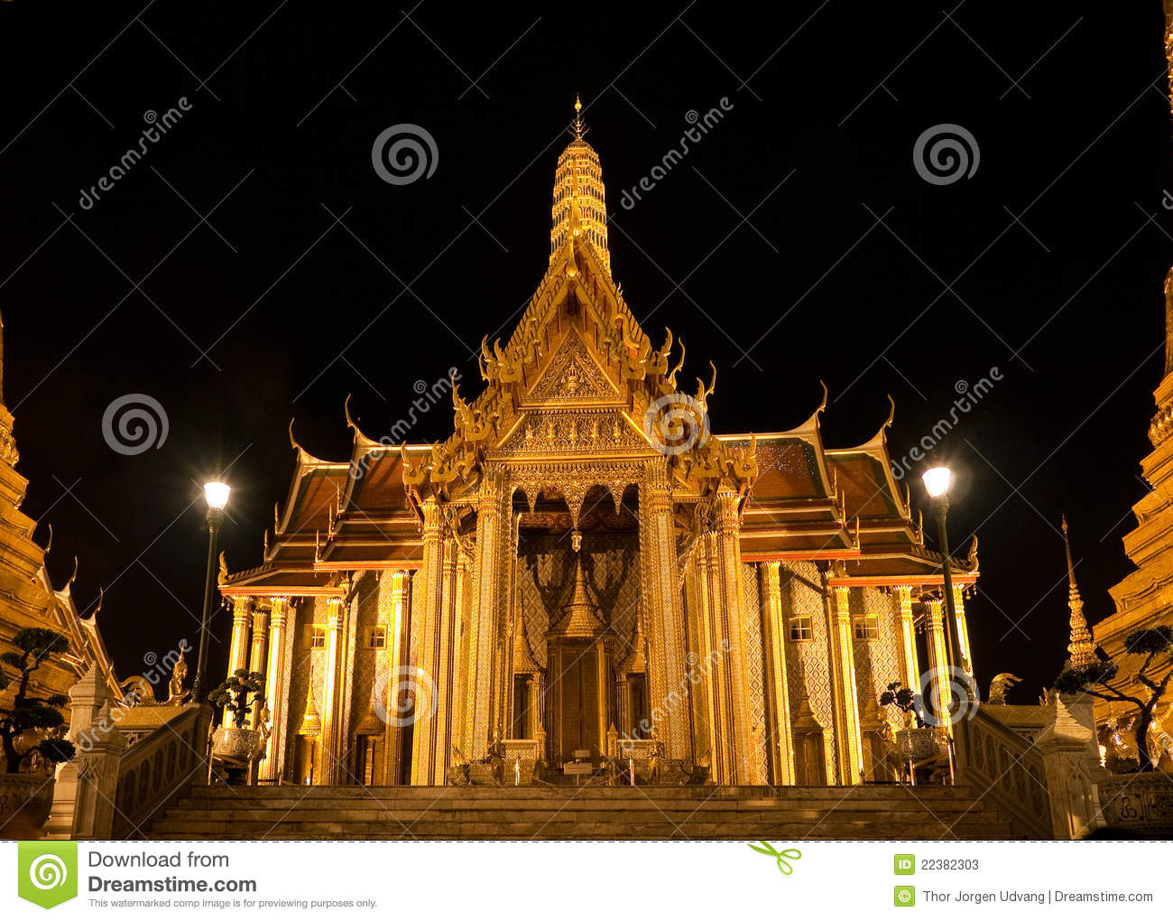 Wat Phra Kaew In Bangkok At Night Stock Photos - Image ...